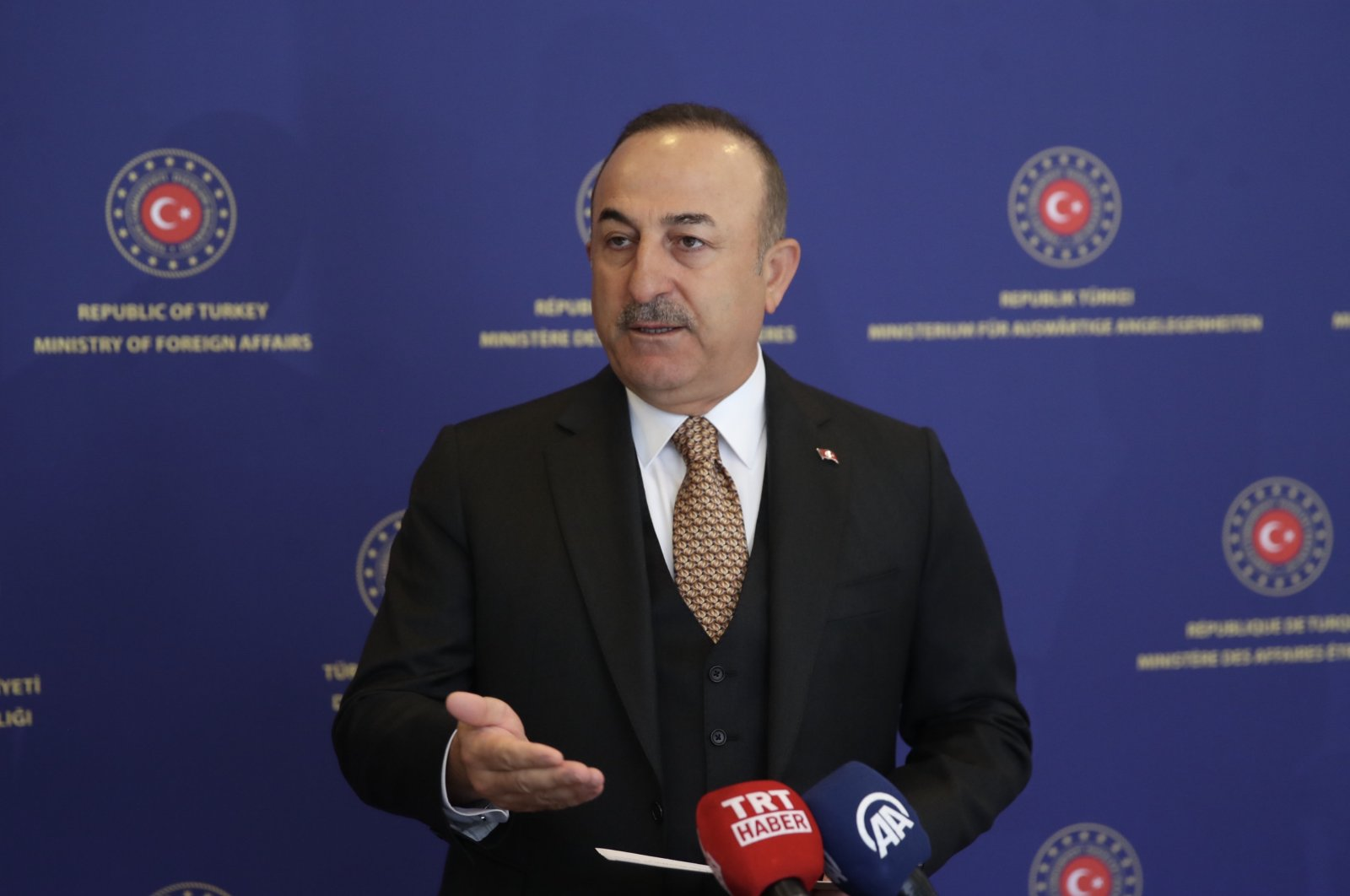 105 flights from 72 countries have been planned to bring back Turkish citizens home before Ramadan Çavuşoğlu says, on April 18. (AA Photo)