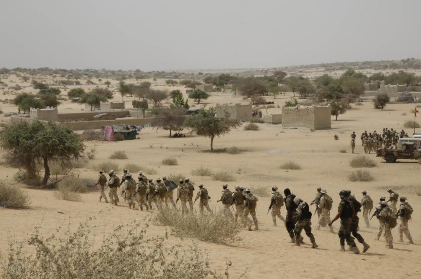 Chadian troops participate along with Nigerian special forces in a hostage rescue exercise at the end of the Flintlock exercise in Mao, Chad, March 7, 2015. (AP Photo)