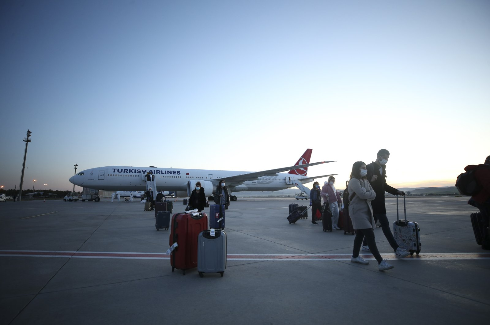 Turkish citizens arriving from London debark a Turkish Airlines plane at Esenboğa Airport, Ankara, Turkey, April 17, 2020. (AA Photo)