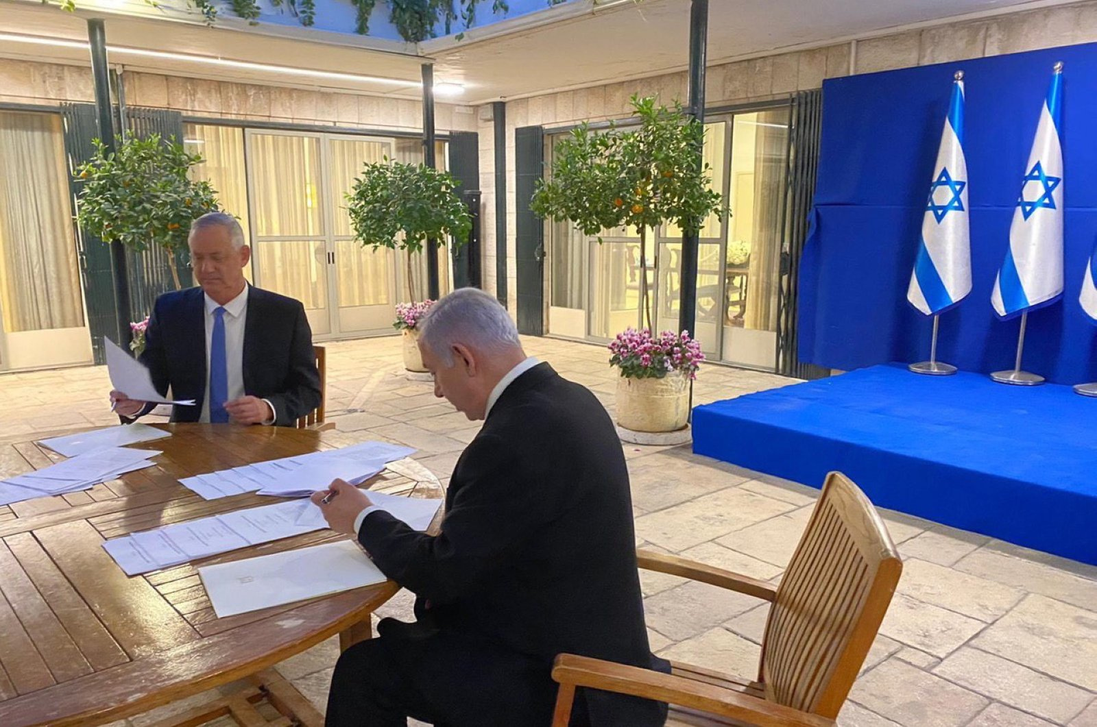 Israeli Prime Minister Benjamin Netanyahu (R) and Benny Gantz, former Israeli Army Chief of Staff and chairman of the Blue and White Israeli centrist political alliance (L) during a meeting in Jerusalem, Israel, April 20, 2020. (EPA Photo / Handout)