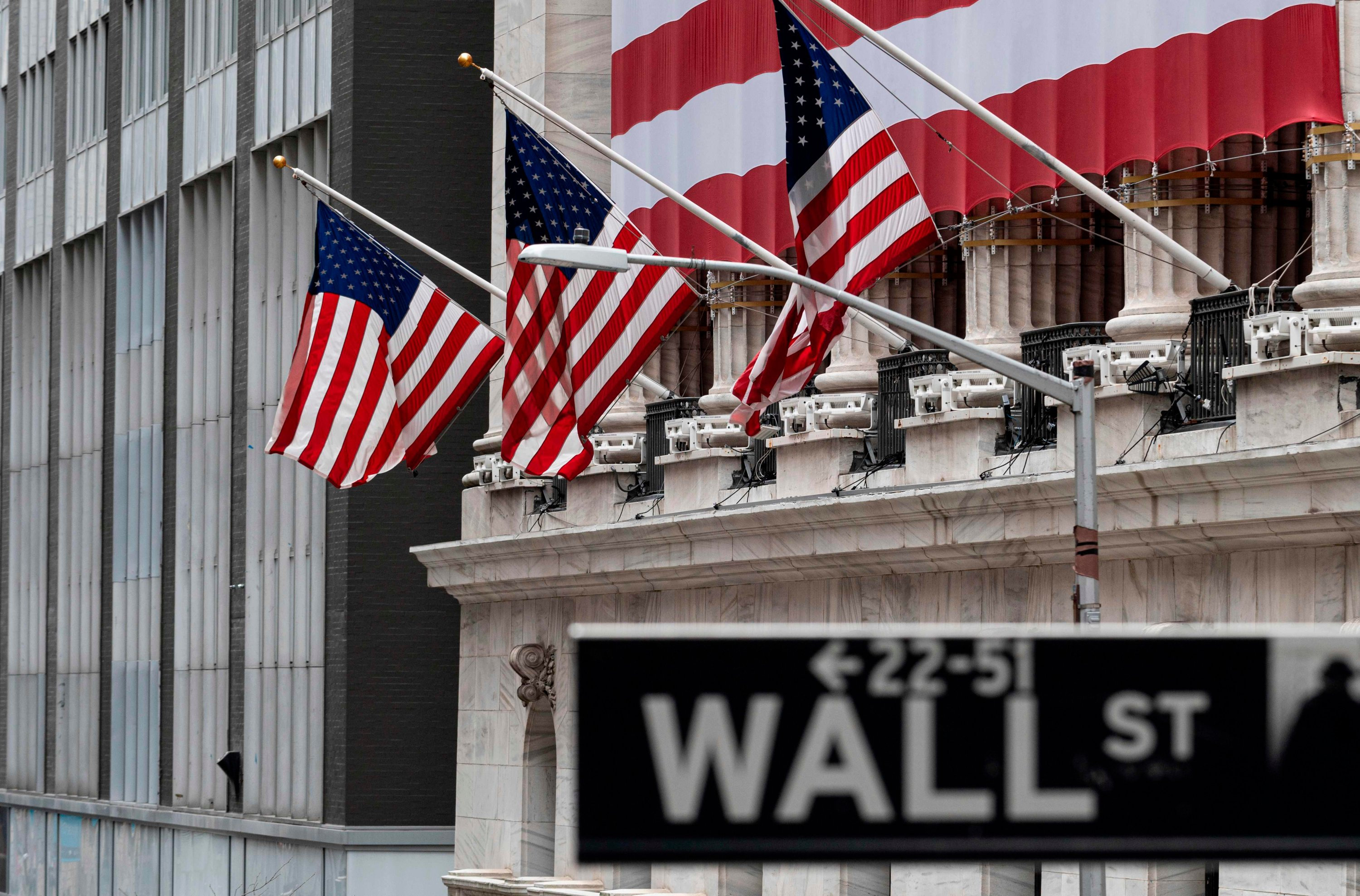 US stocks end sharply down for 2nd straight day, Dow -2.7% over oil fears thumbnail