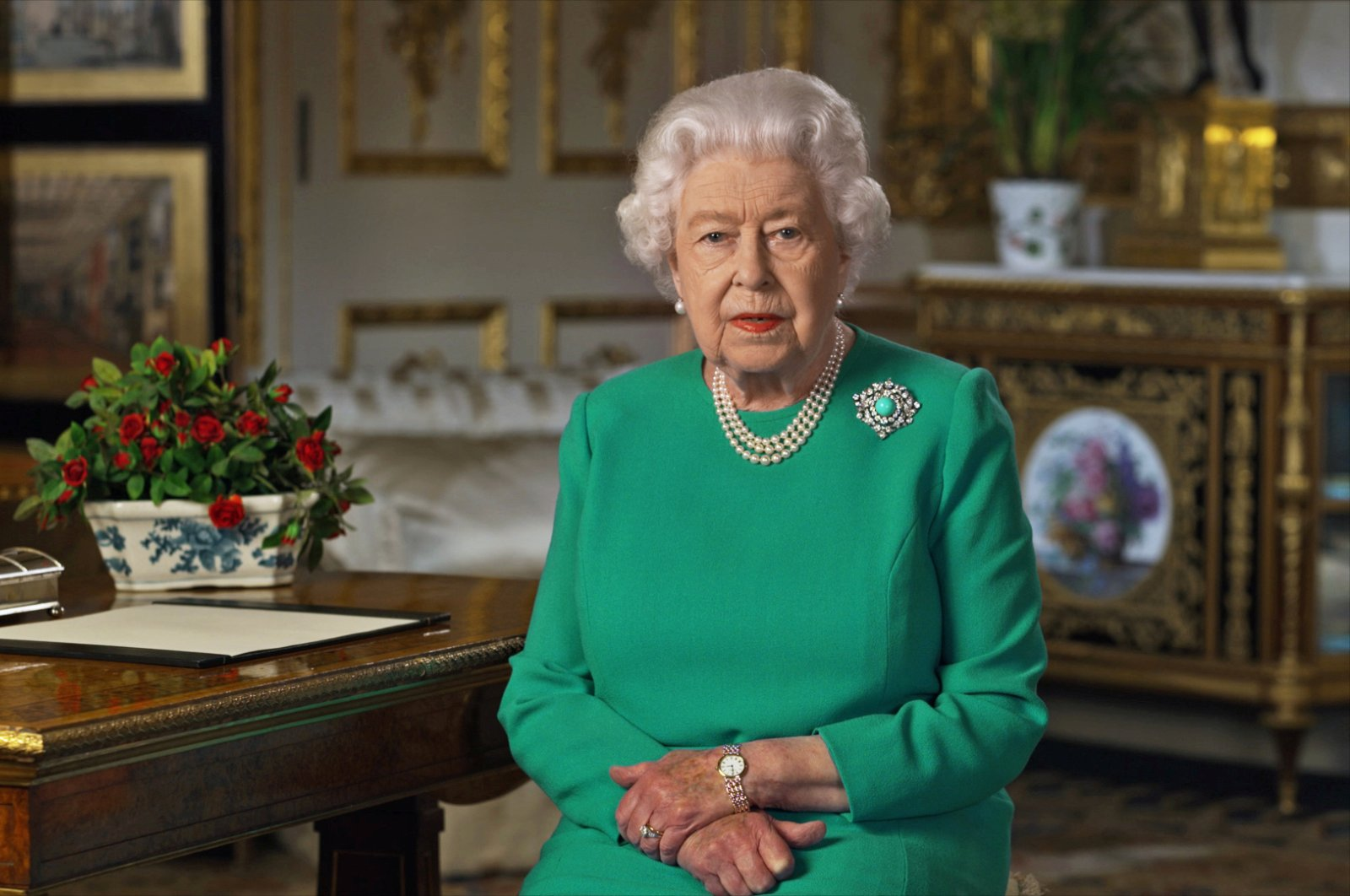 Buckingham Palace handout image of Britain's Queen Elizabeth during her address to the nation and the Commonwealth in relation to the coronavirus epidemic (COVID-19), recorded at Windsor Castle, Britain, April 5, 2020. (Reuters Photo)