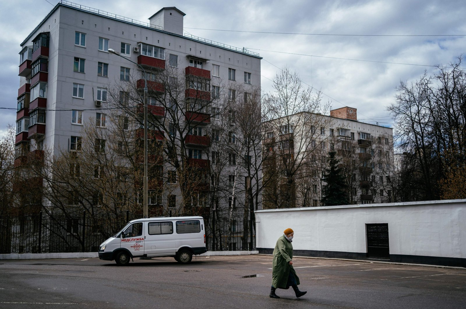 An elderly woman wearing a face mask walks near Moscow's K+31 private hospital, which has switched over entirely to treating coronavirus patients, on April 20, 2020. (AFP Photo)