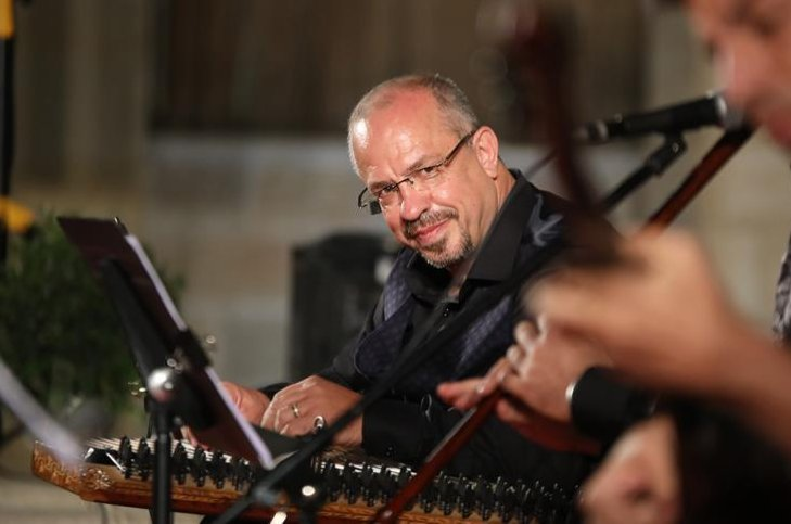 Göksel Baktagir from the Istanbul State Turkish Music Ensemble will perform a kanun concert at 4 p.m on Friday, April 24, 2020. (AA Photo)
