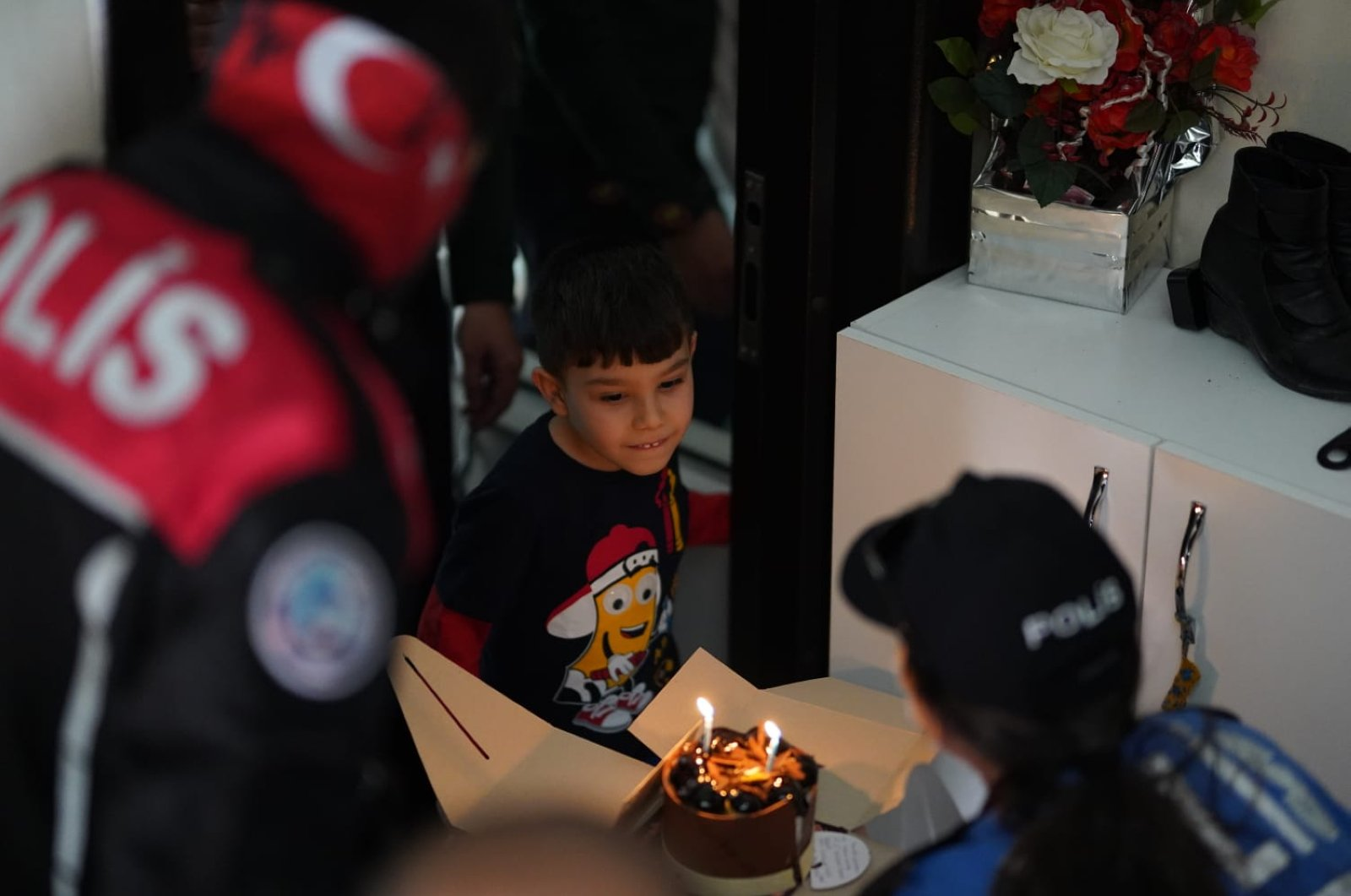 Police officers surprise 5-year-old Enes Kaan's birthday cake, Hatay, Turkey, April 20, 2020. (AA Photo)