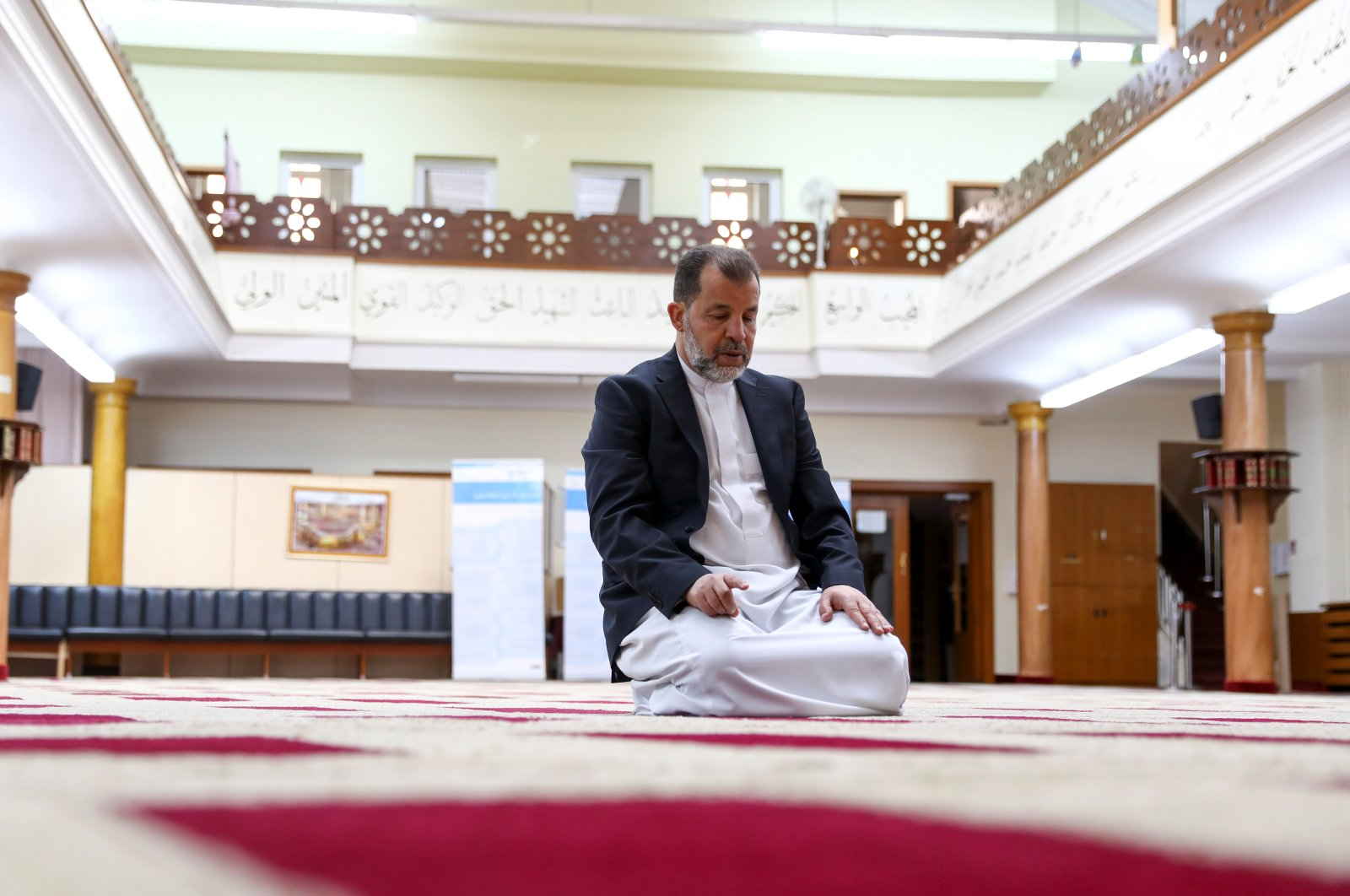 Imam Mohamed Taha Sabri of Dar Assalam Mosque in Neukoelln demonstrates how to perform prayers during an interview with Reuters in the mosque, as the global spread of the coronavirus disease (COVID-19) continues, in Berlin, Germany, April 17, 2020.  (Reuters Photo)