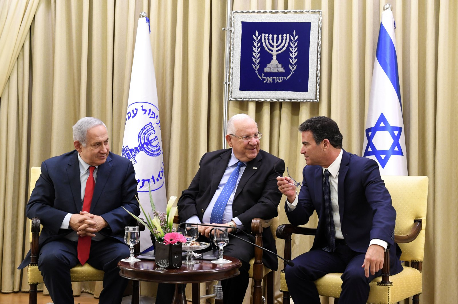 Israel's President Reuven Rivlin (C), Prime Minister Benjamin Netanyahu (L) and the head of the Mossad Yossi Cohen (R) award certificates to Mossad employees. (Photo: Kobi Gideon / GPO Israel)