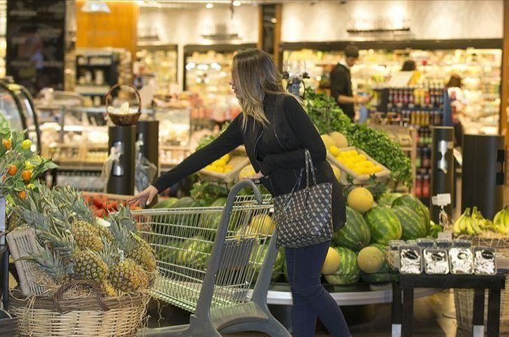 The consumer confidence index in Turkey fell by 5.8% in April as the coronavirus fallout was reflected in figures. (AA Photo)
