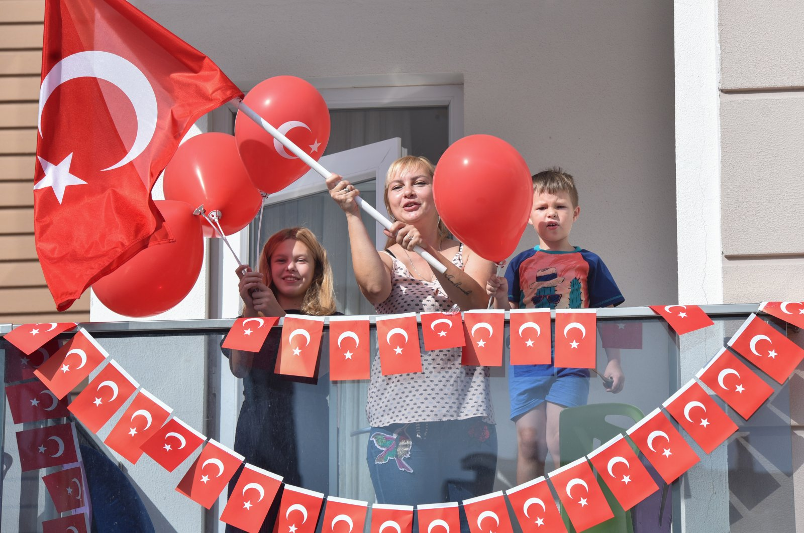 Stuck at home due to the coronavirus outbreak, families opted to celebrate Turkey's Children Day on their balconies. (DHA Photo)