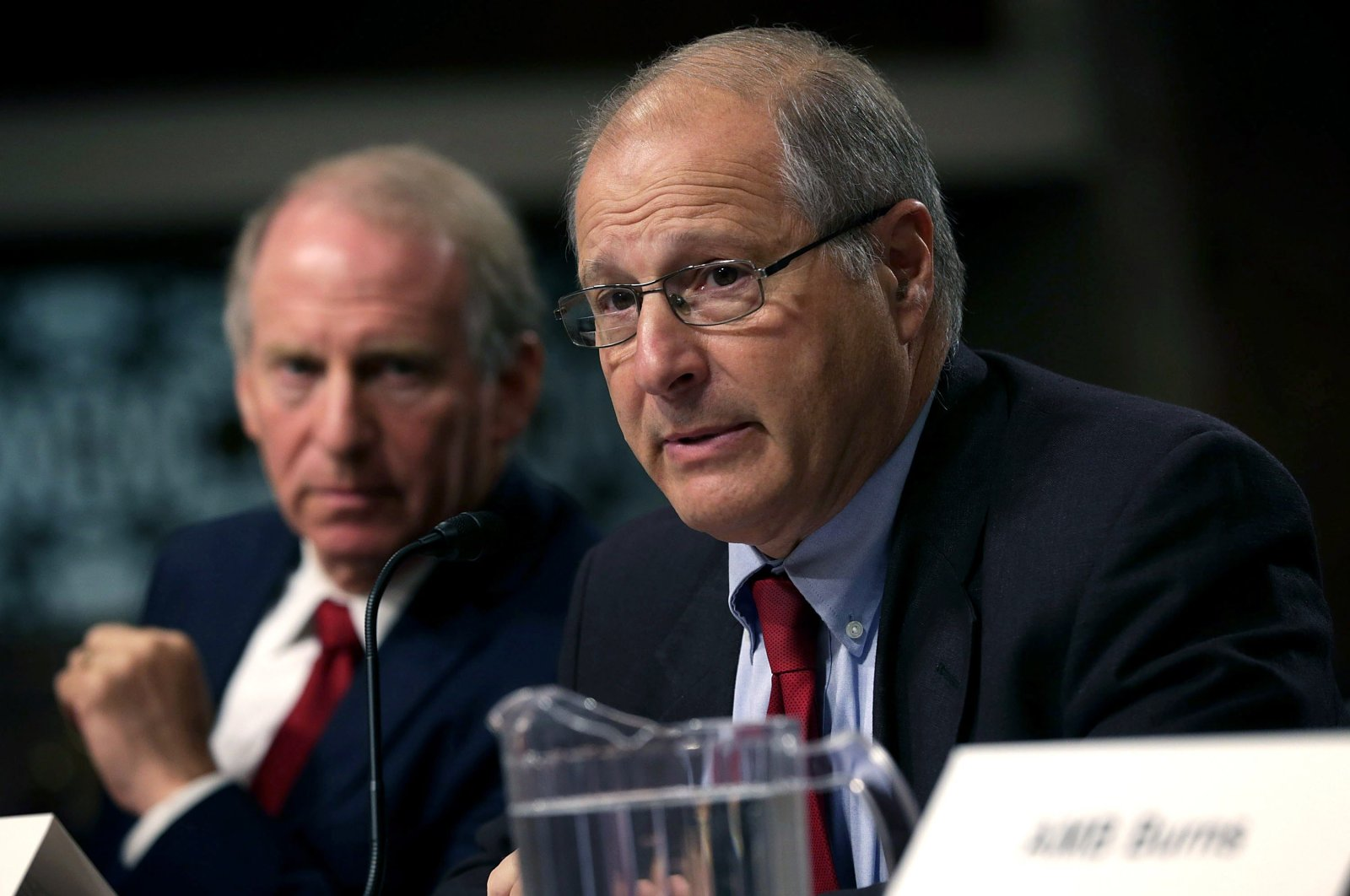 President of the Council on Foreign Relations and former director of policy planning at the State Department Richard Haass (L) and former Defense Undersecretary for Policy Eric Edelman (R) testify during a hearing before Senate Armed Services Committee on Capitol Hill in Washington, D.C., Aug. 4, 2015. (AFP Photo)