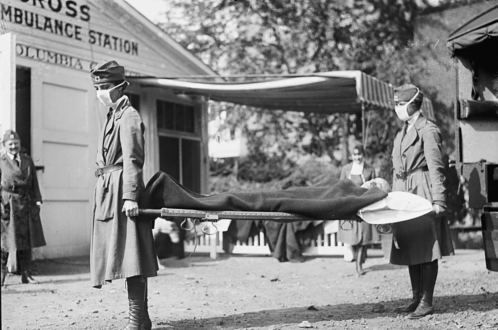 Nurses take part in a demonstration at the Red Cross Emergency Ambulance Station in Washington, D.C., during the Spanish Flu pandemic of 1918 in Washington, US.(Reuters Photo)