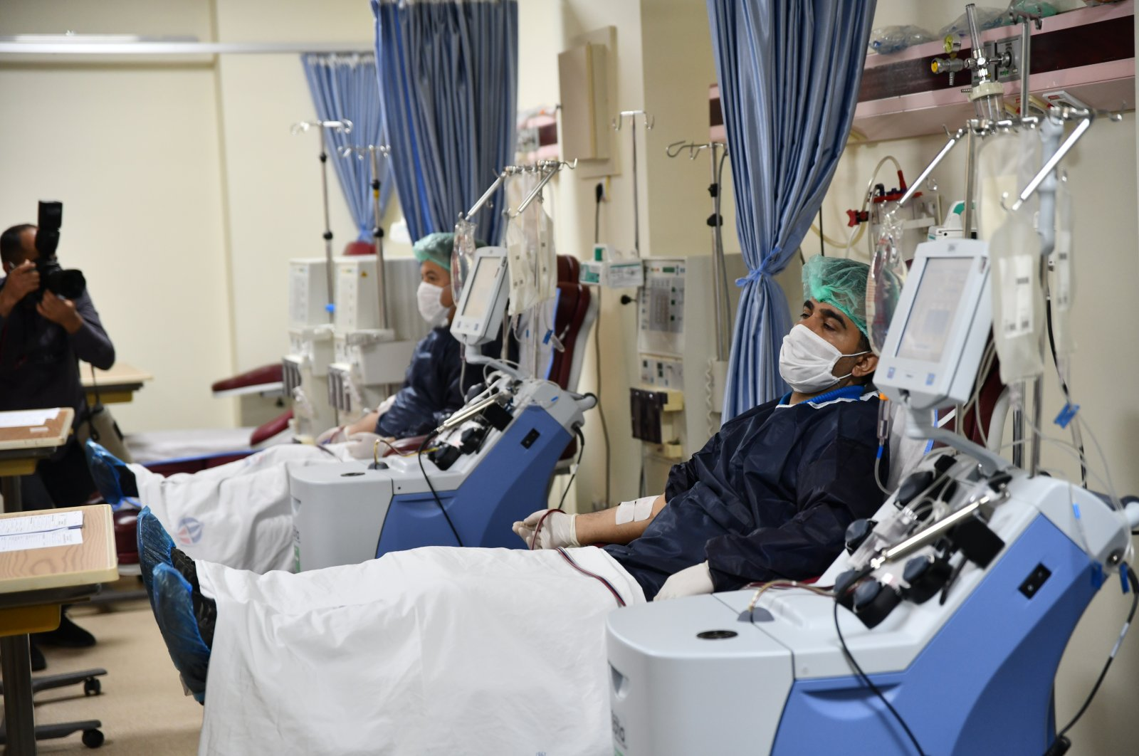 Three people who recovered from the novel coronavirus donate plasma for the treatment of COVID-19 in Gaziantep, Turkey, April 23, 2020. (AA Photo)