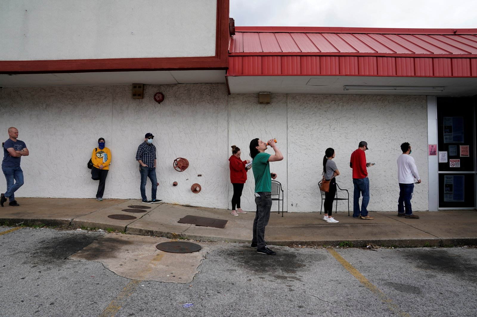 People who lost their jobs wait in line to file for unemployment following an outbreak of the coronavirus disease (COVID-19), at an Arkansas Workforce Center in Fayetteville, Arkansas, U.S., April 6, 2020. (Reuters Photo)