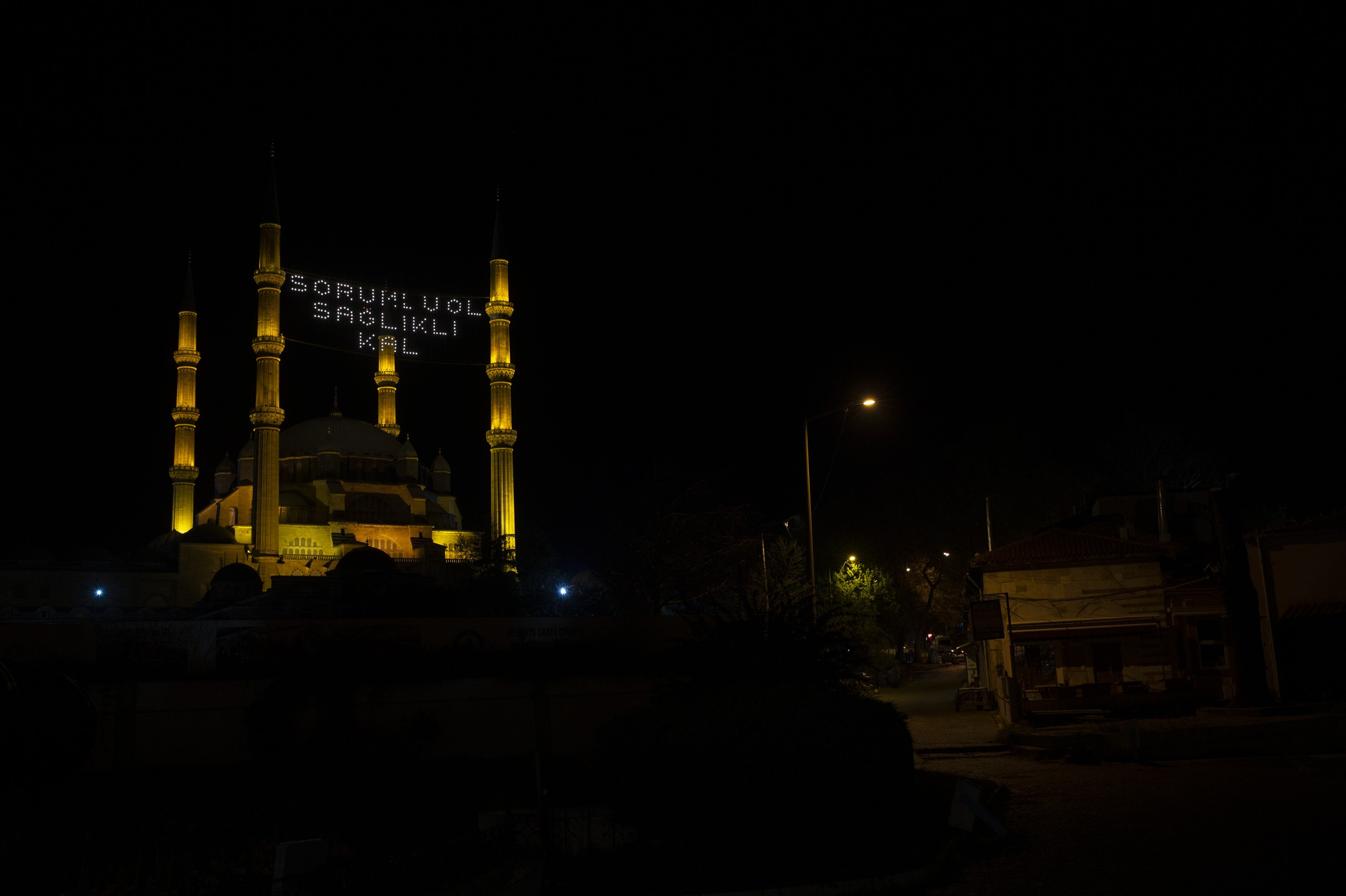 An illuminated message at Selimiye Mosque reads 'Be responsible, be healthy' in Edirne, Turkey, April 23, 2020. (AA Photo)