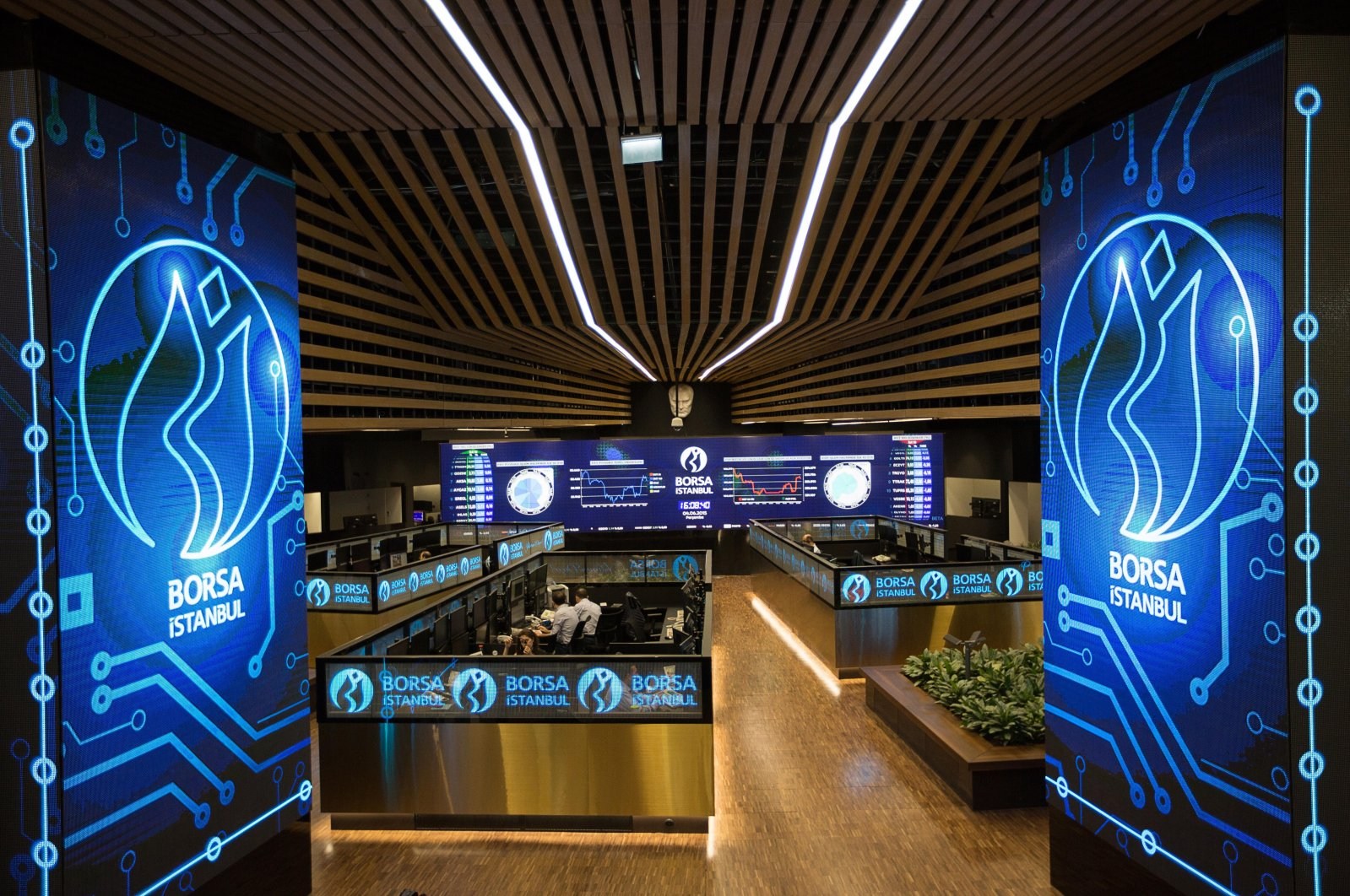 People are seen working at their desks on the floor of the Borsa Istanbul Stock Exchange (BIST), April 20, 2020. (İHA Photo)