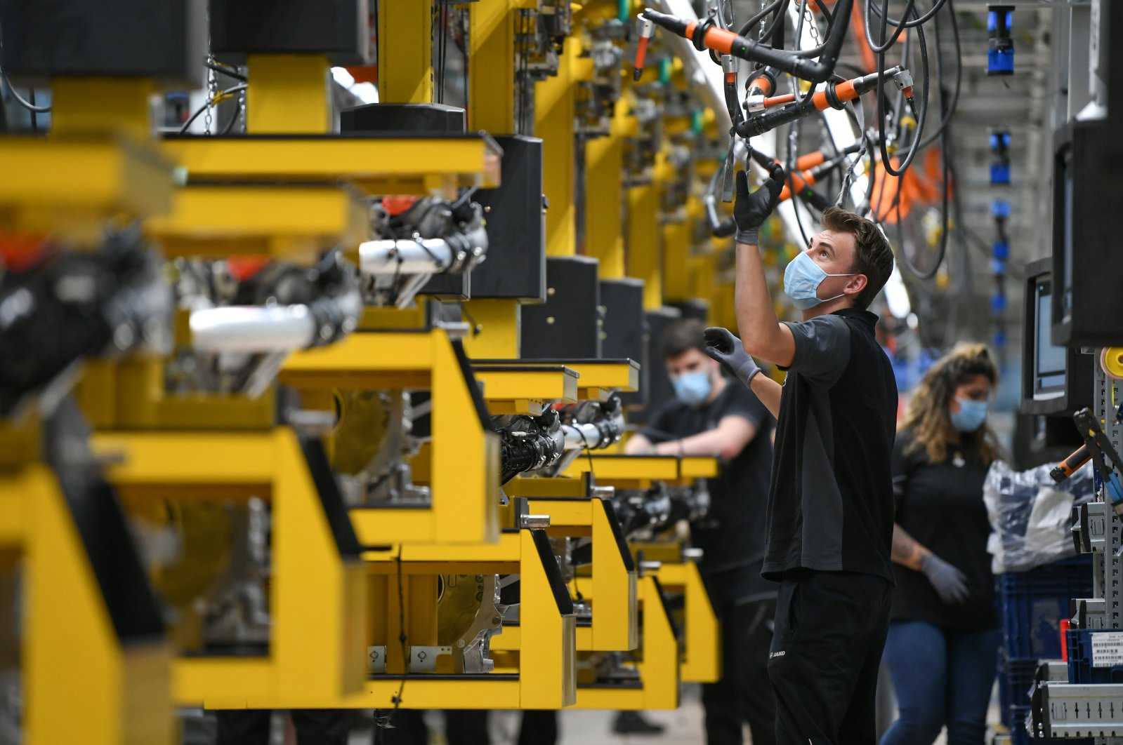 Workers assemble engines for Mercedes-Benz S-class models at the Daimler Powertrain plant in Bad Cannstatt, as the spread of the coronavirus continues near Stuttgart, Germany, April 22, 2020. (Reuters Photo)