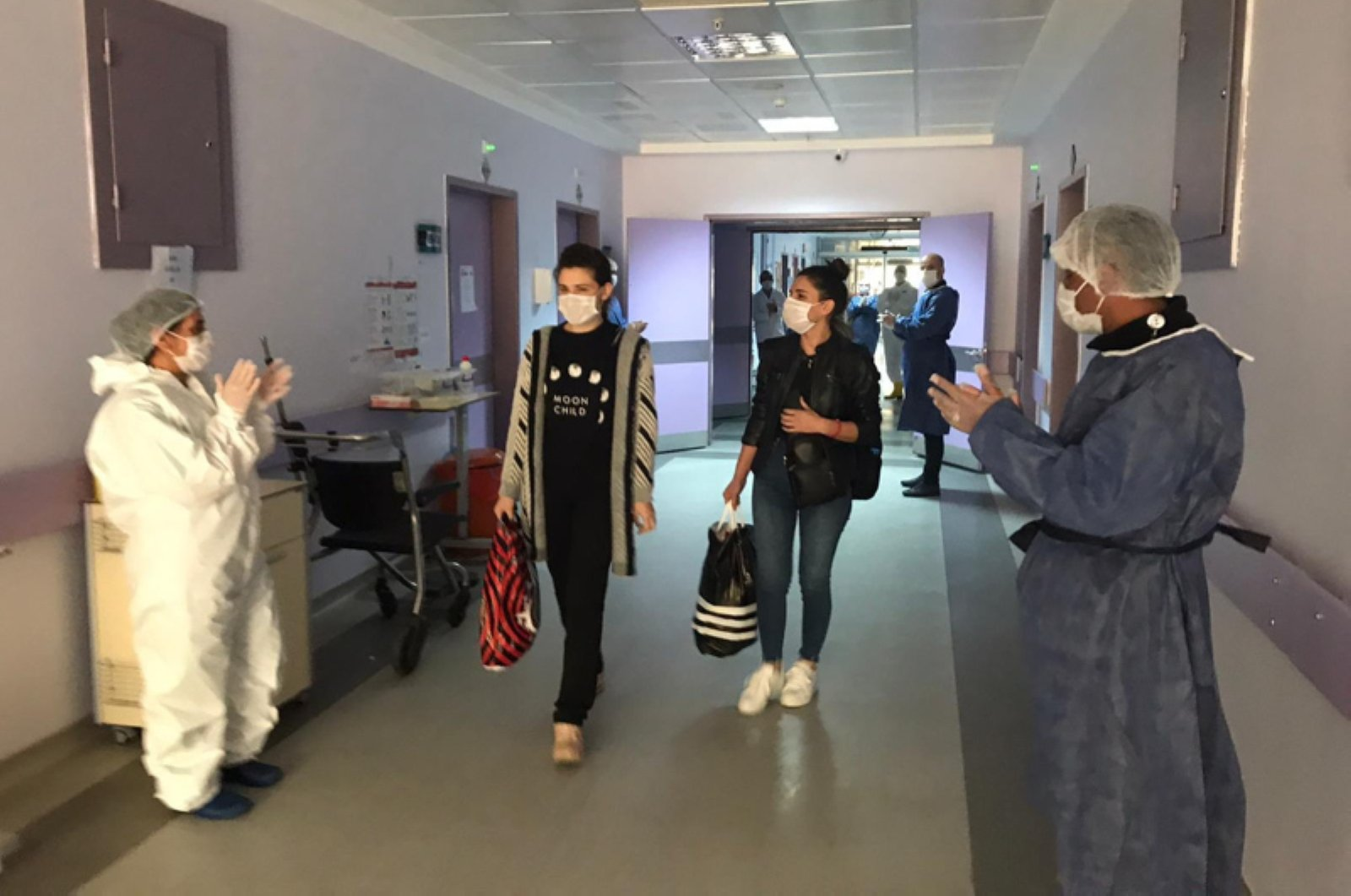 Staff at the Tunceli State Hospital applause 27-year-old E.D., the last remaining COVID-19 patient in the province, on April 24, 2020. (DHA Photo)
