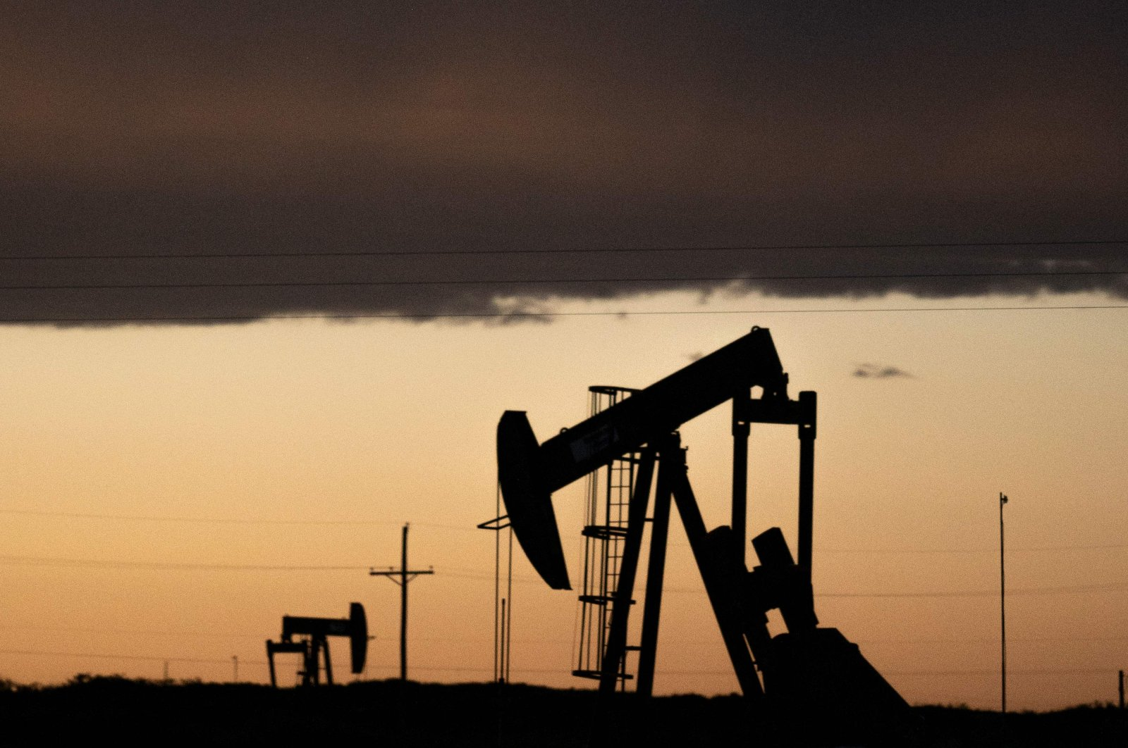 Pump jacks operate at dusk near Loco Hills in Eddy County, New Mexico, April 23, 2020. (AFP Photo)