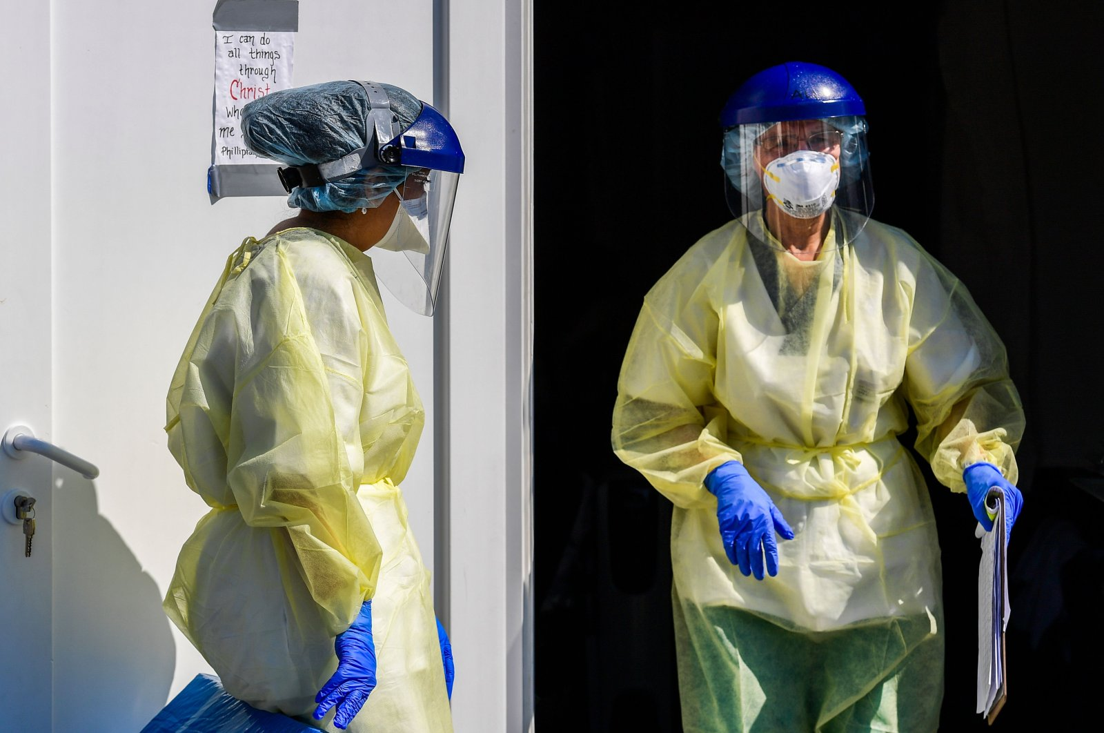 Medical staff is pictured while working at an operative field hospital for coronavirus patients, Lombardy, Italy, April 2, 2020. (AFP Photo)