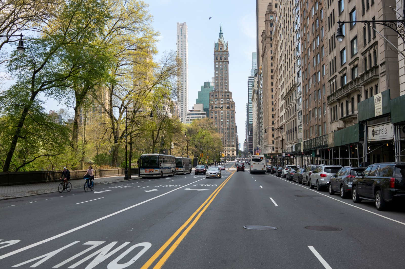 Bicyclists ride down a relatively quiet Park Avenue South as the spread of the coronavirus disease continues in the Manhattan borough of New York City, U.S., April 25, 2020. (Reuters Photo)
