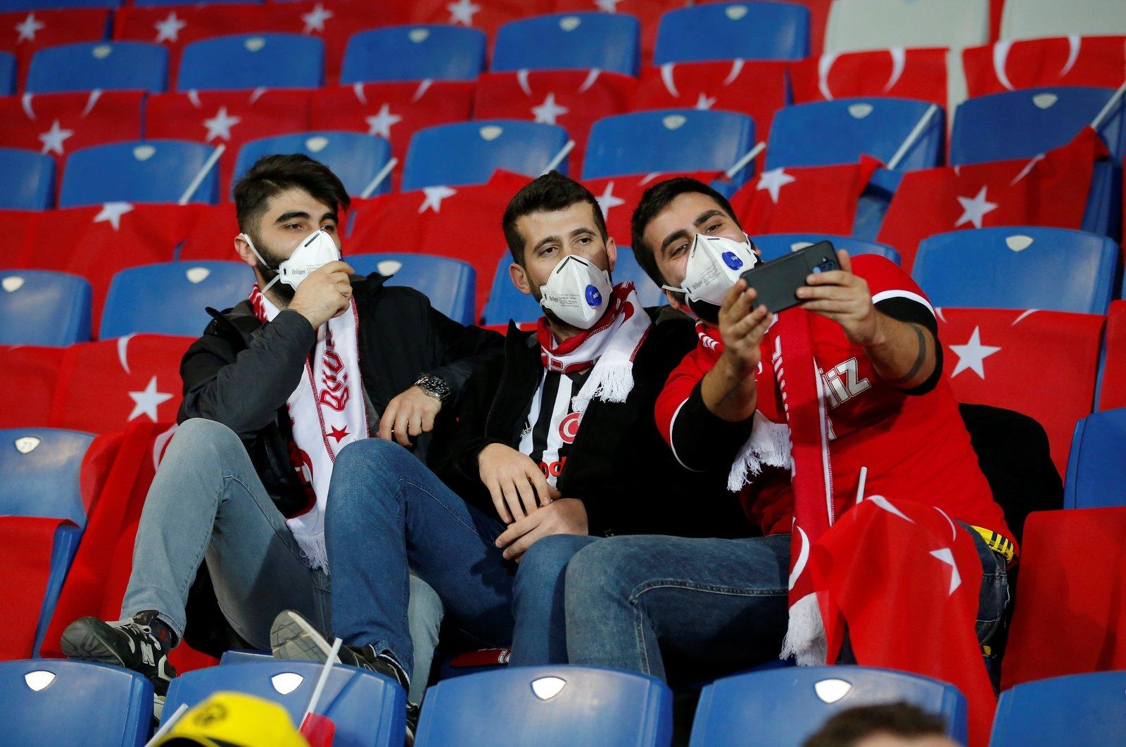 Istanbul Başakşehir fans wearing face masks inside the stadium before the Europa League Round of 16 First Leg game between Istanbul Başakşehir F.K. and FC Copenhagen in Başakşehir Fatih Terim Stadium, Istanbul, Turkey, March 12, 2020, as the number of coronavirus cases grow around the world. (Reuters Photo)