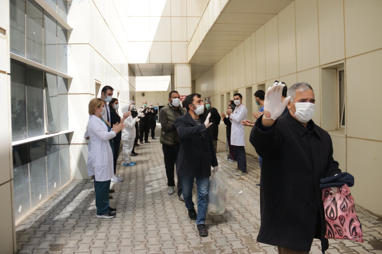 Hospital staff applause discharged COVID-19 patients in the Erciş district in Van, eastern Turkey, April 27, 2020. (AA Photo)