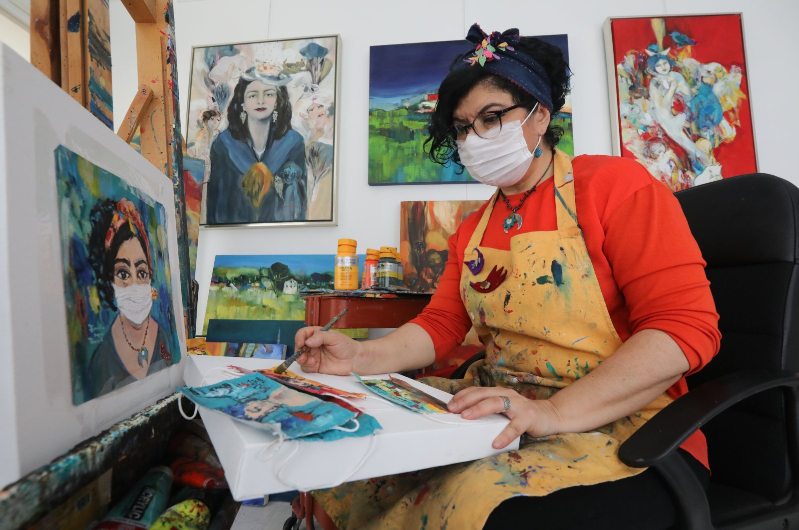Artist Funda İyce Tuncel paints a face mask at her home during the coronavirus pandemic, Ankara, Turkey, April 26, 2020. (AA Photo)