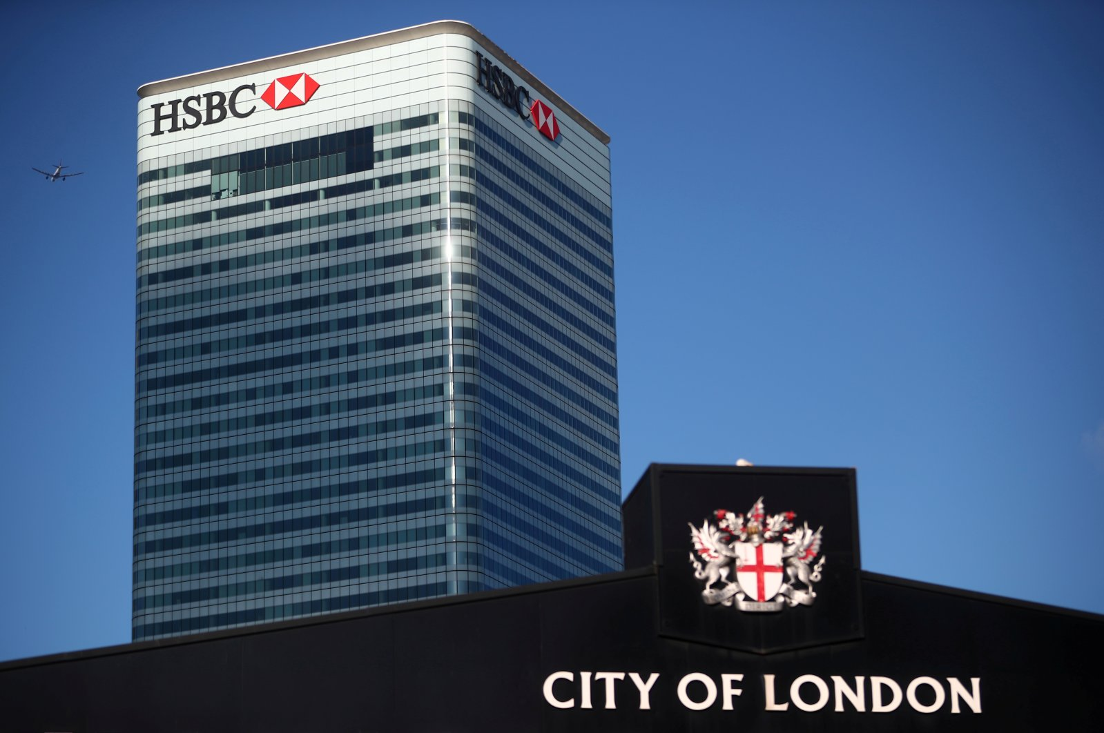 HSBC's building in Canary Wharf is seen behind a City of London sign outside Billingsgate Market in London, Britain, Aug. 8, 2018. (Reuters Photo)