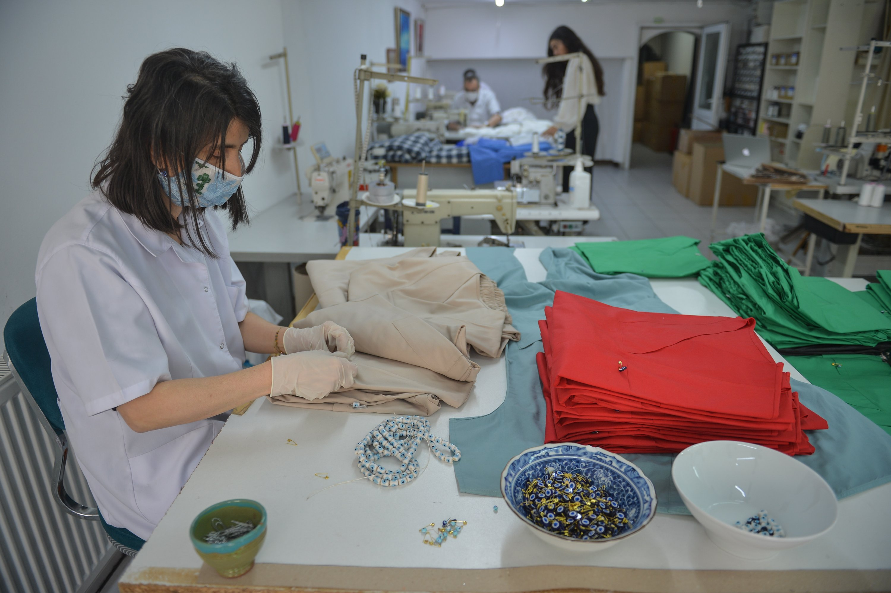 Fashion Designers Join Turkey S Army Of Volunteers To Sew Scrubs For Health Care Staff Daily Sabah