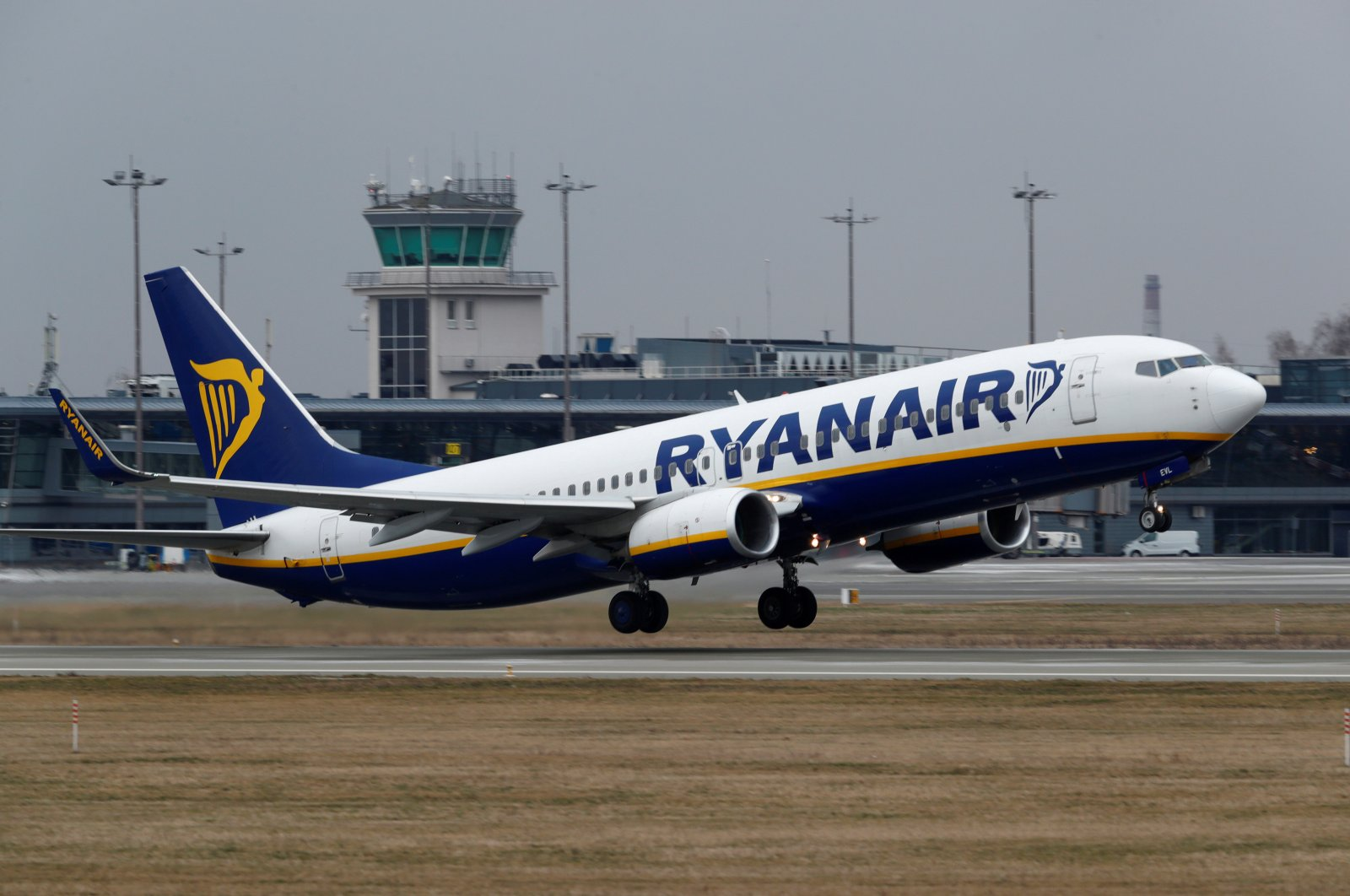 A Ryanair Boeing 737-8AS takes off before all international flights were canceled to help to contain the spread of the coronavirus, Riga, Latvia, March 16, 2020. (Reuters Photo)