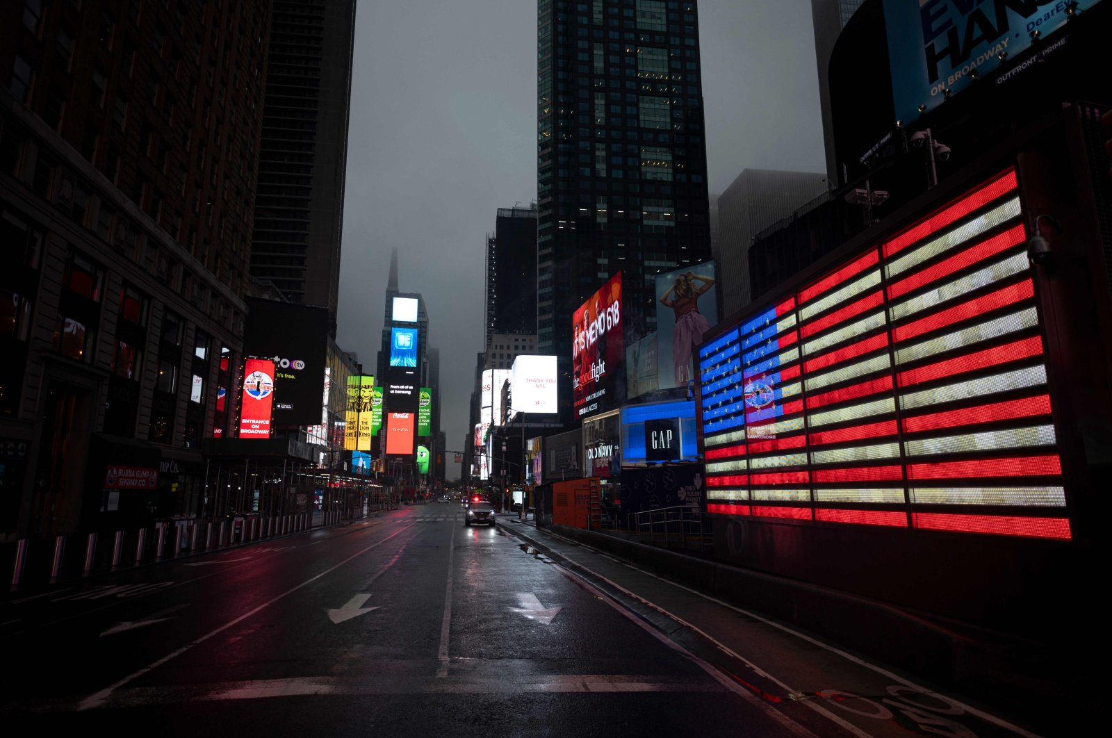 The U.S. Flag illuminates a street in Times Square amid the COVID-19 pandemic, in New York City, April 30, 2020. (AFP Photo)