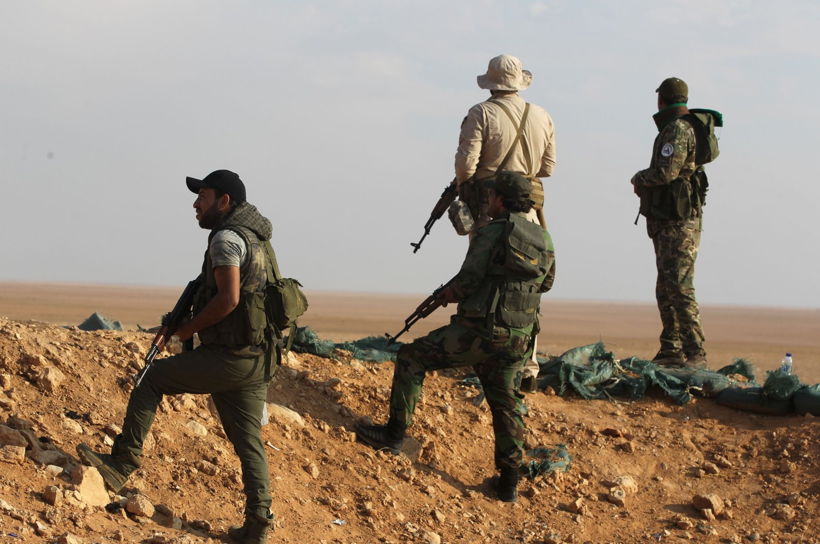 Fighters from the Popular Mobilization Forces secure the Iraqi-Syrian border in al-Qaim in the Anbar province, Iraq, Nov. 12, 2018. (AFP Photo)
