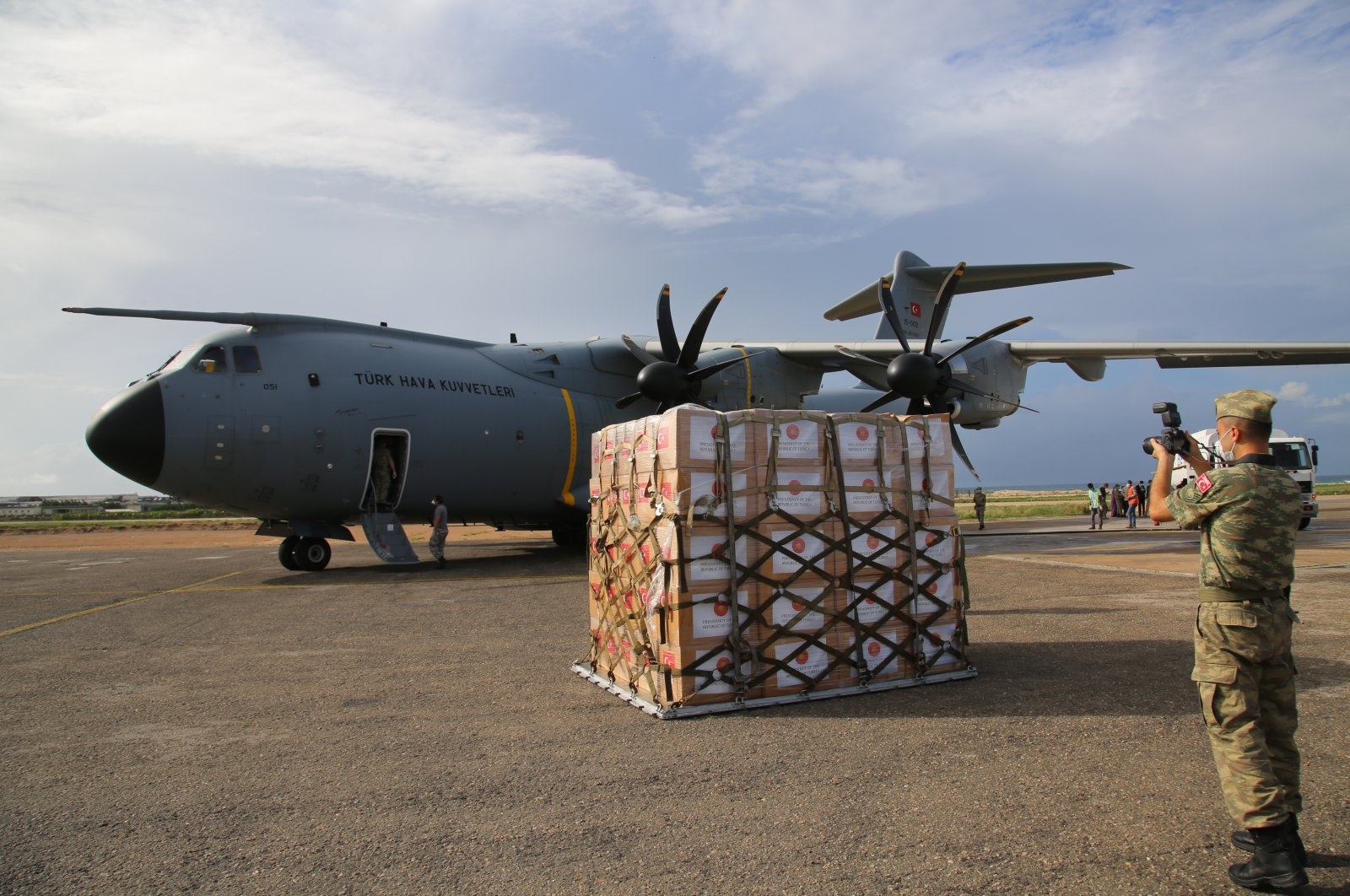 Medical supplies that Turkey sent to fight the coronavirus outbreak arrive in Somalia, May 2, 2020. (AA Photo)