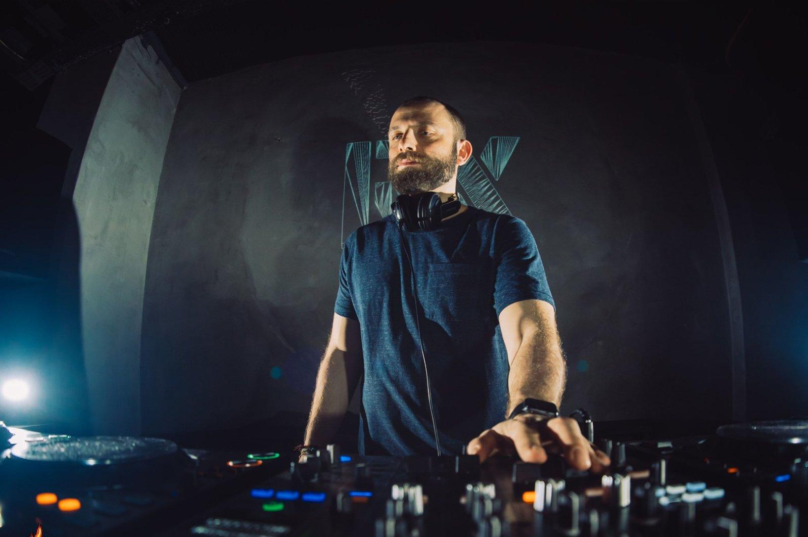 Turkey's local talents like Procombo will take the DJ set as part of the Big Burn Istanbul Digital Festival.