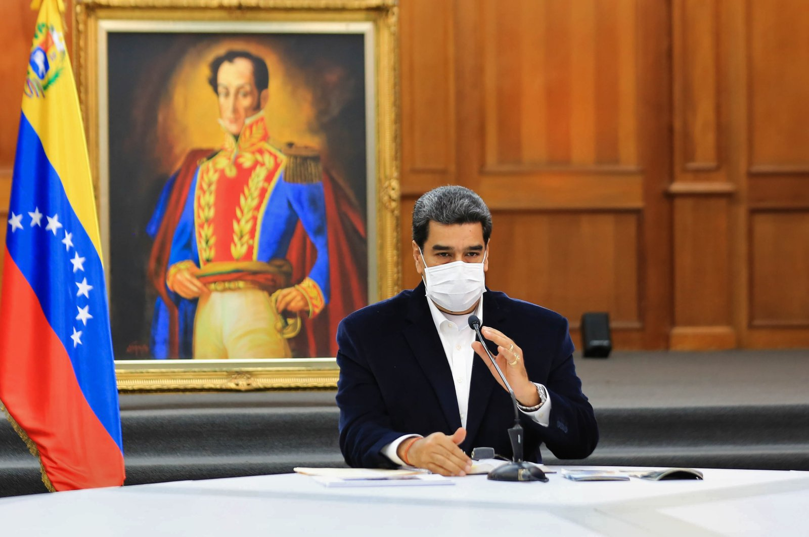 Venezuela's President Nicolas Maduro wears a face mask during a meeting with members of the Bolivarian National Armed Forces (FANB) at Miraflores Presidential Palace, Caracas, May 4, 2020. (AFP Photo)