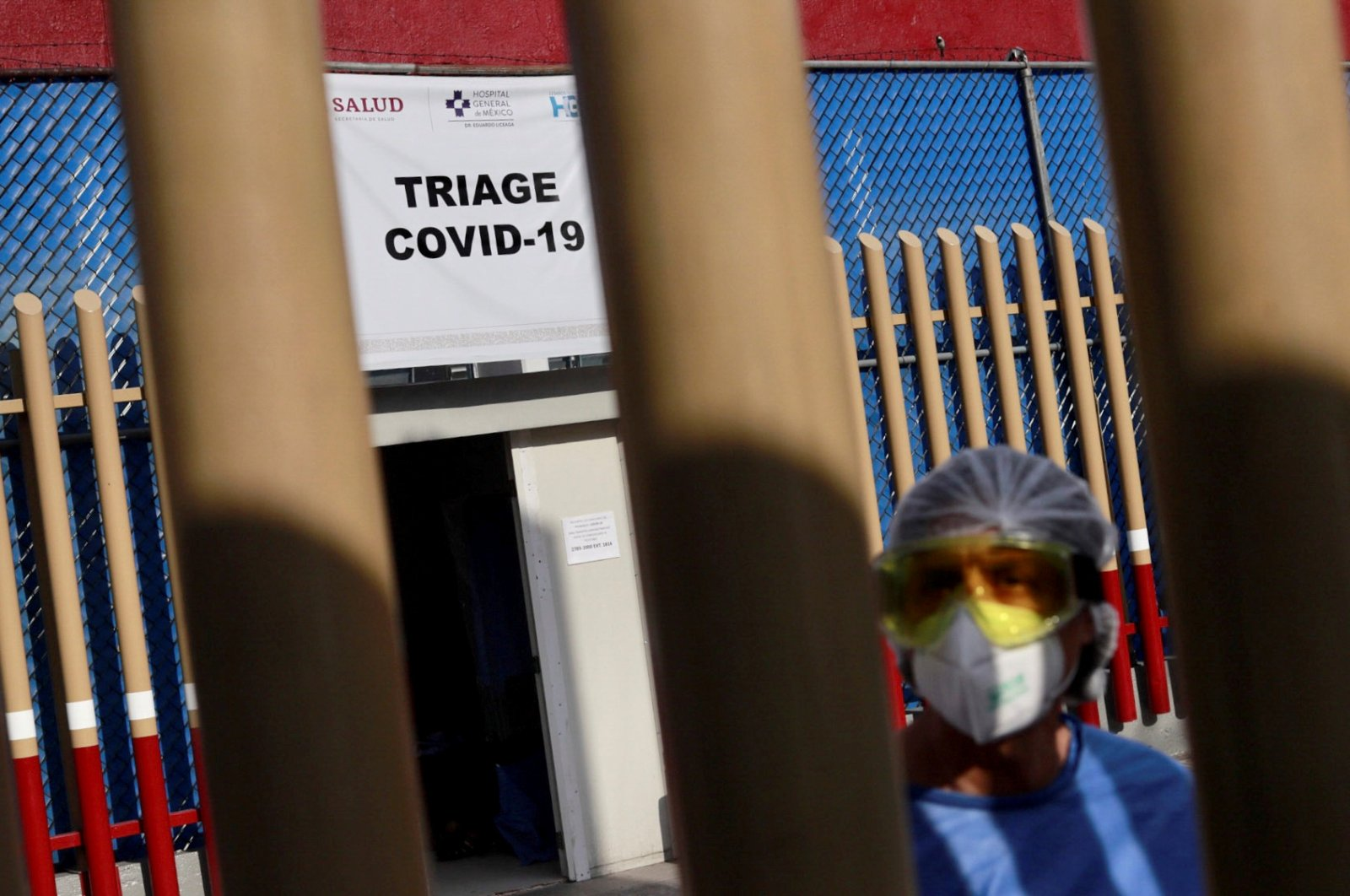 A health worker stands by the entrance of the triage for patients with COVID-19 as the outbreak continues in Mexico City, Mexico, May 4 2020. (Reuters Photo)