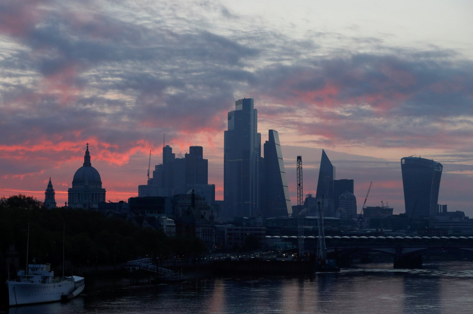 St Pauls cathedral and the City of London financial district are seen at dawn as the spread of coronavirus disease (COVID-19) continues in London, Britain, April 19, 2020. (Reuters Photo)