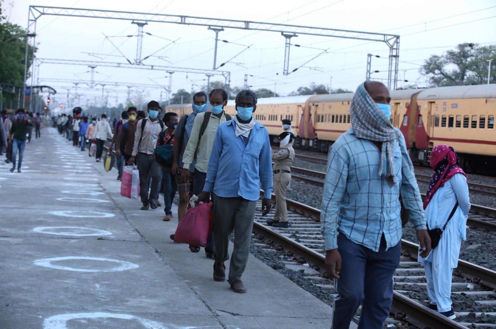Passengers arrive at Misrod station near Bhopal, India, May 2, 2020. (EPA Photo)