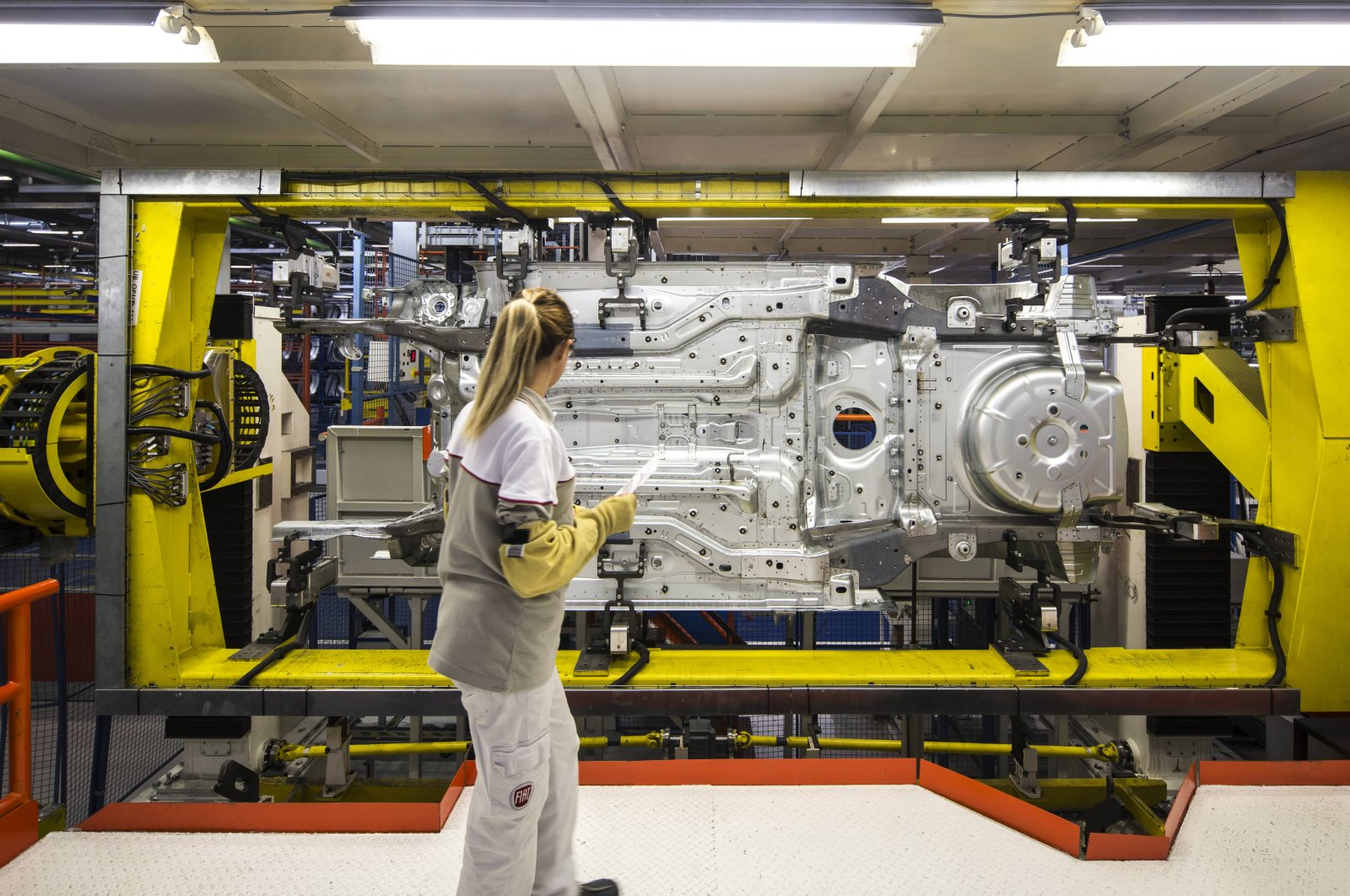 A worker is seen at the Bursa factory of Tofaş, a joint venture of Turkey's Koç Holding and Italian-American carmaker Fiat Chrysler, Bursa, Turkey, March 31, 2020. (AA Photo)