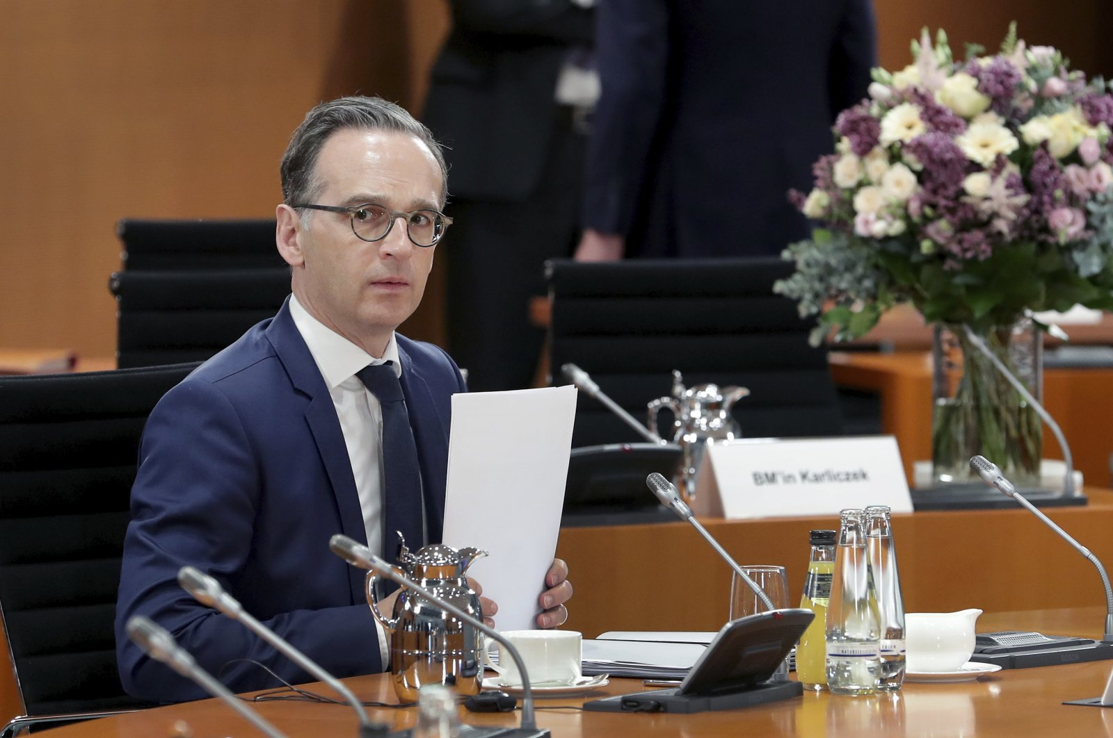 German Foreign Minister Heiko Maas holds a piece of paper prior to the weekly Cabinet meeting at the Chancellery in Berlin, Germany, April 29, 2020. (AP Photo)
