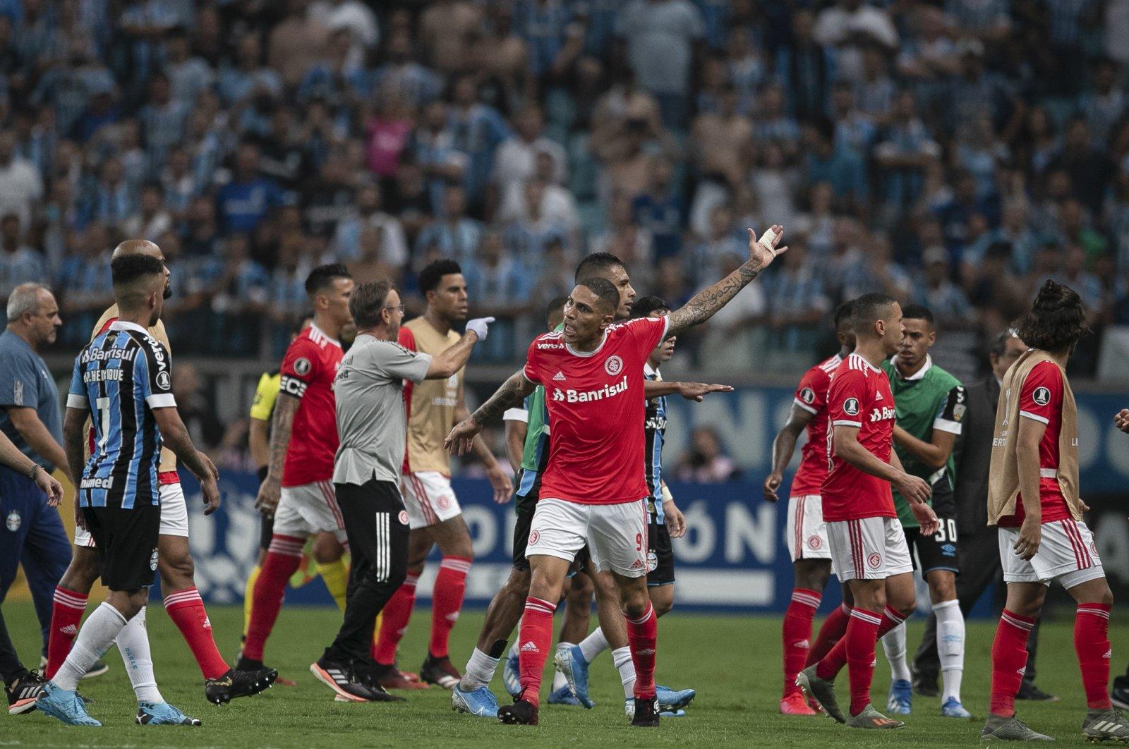 Internacional's Paolo Guerrero (C) argues with Gremio players during a Copa Libertadores match in Porto Alegre, Brazil, March 12, 2020. (AP Photo)