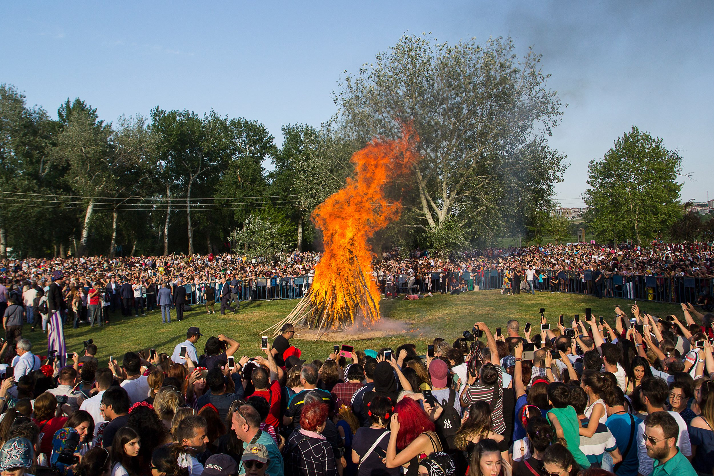 Fires in specially selected areas and jumping over it is a ritual during Hıdırellez. (Shutterstock Photo)