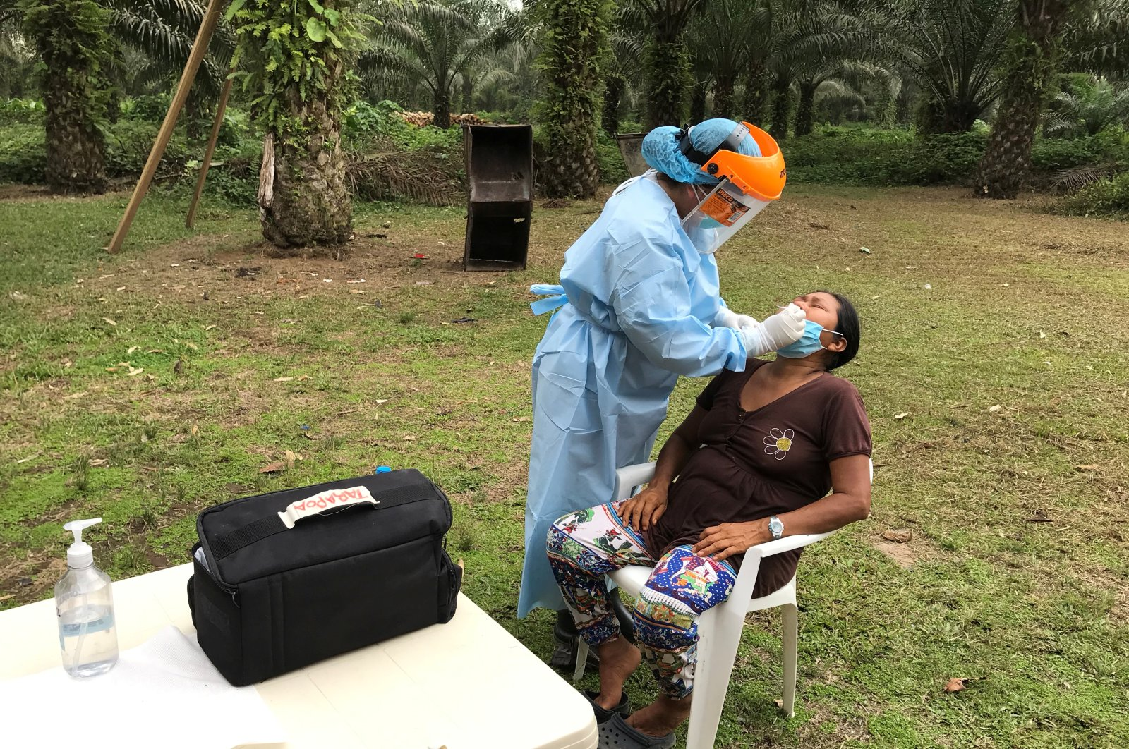 A member of the Siekopai nation of Bella Vista Community wearing a protective face mask is tested for antibodies of the coronavirus disease (COVID-19), at the territories of the Siekopai nation, Sucumbios, April 29, 2020. (REUTERS Photo)