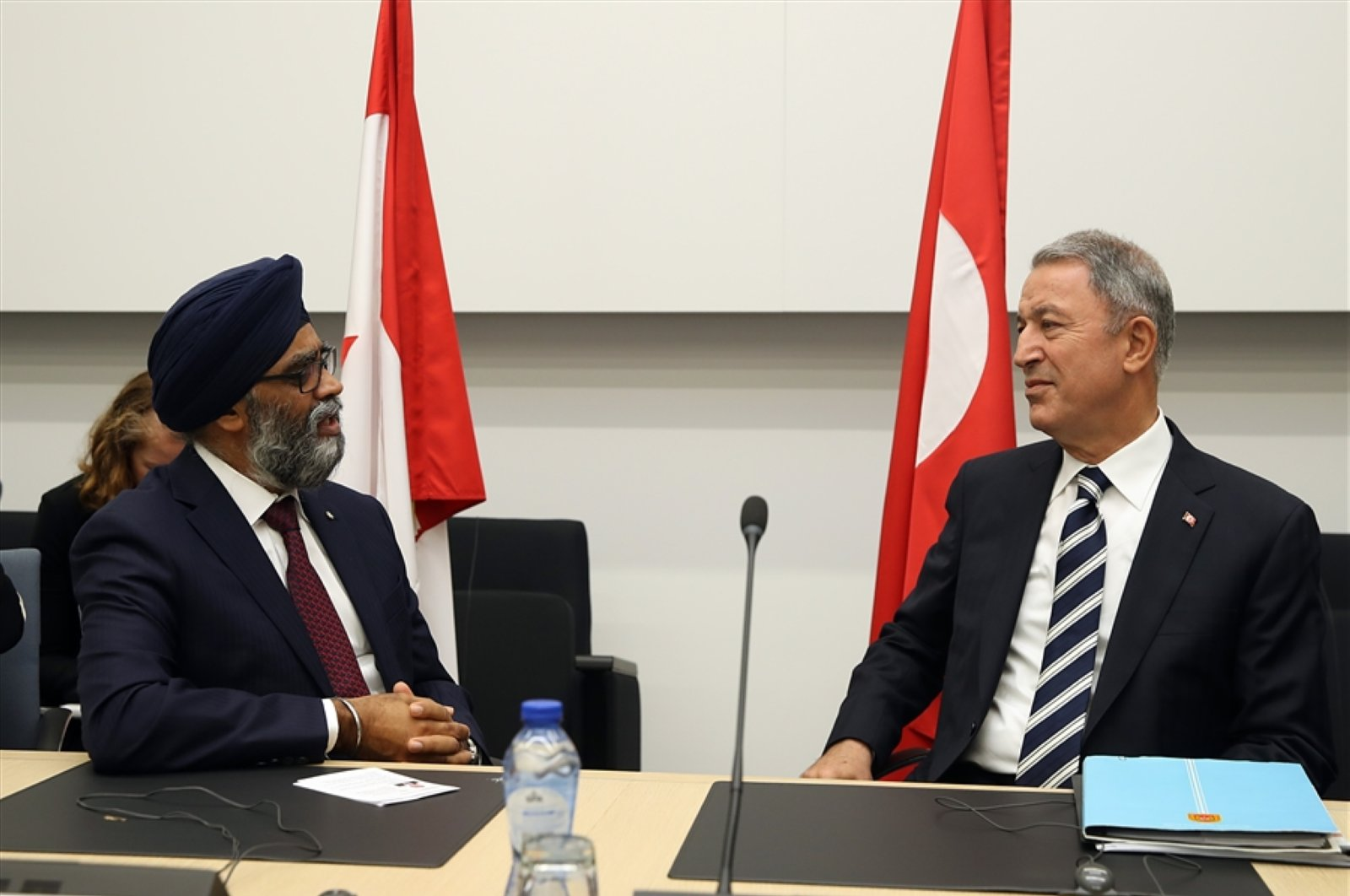 Defense Minister Hulusi Akar (R) speaks with Canadian counterpart Harjit Sajjan in this undated file photo. (Turkish Defense Ministry Handout)