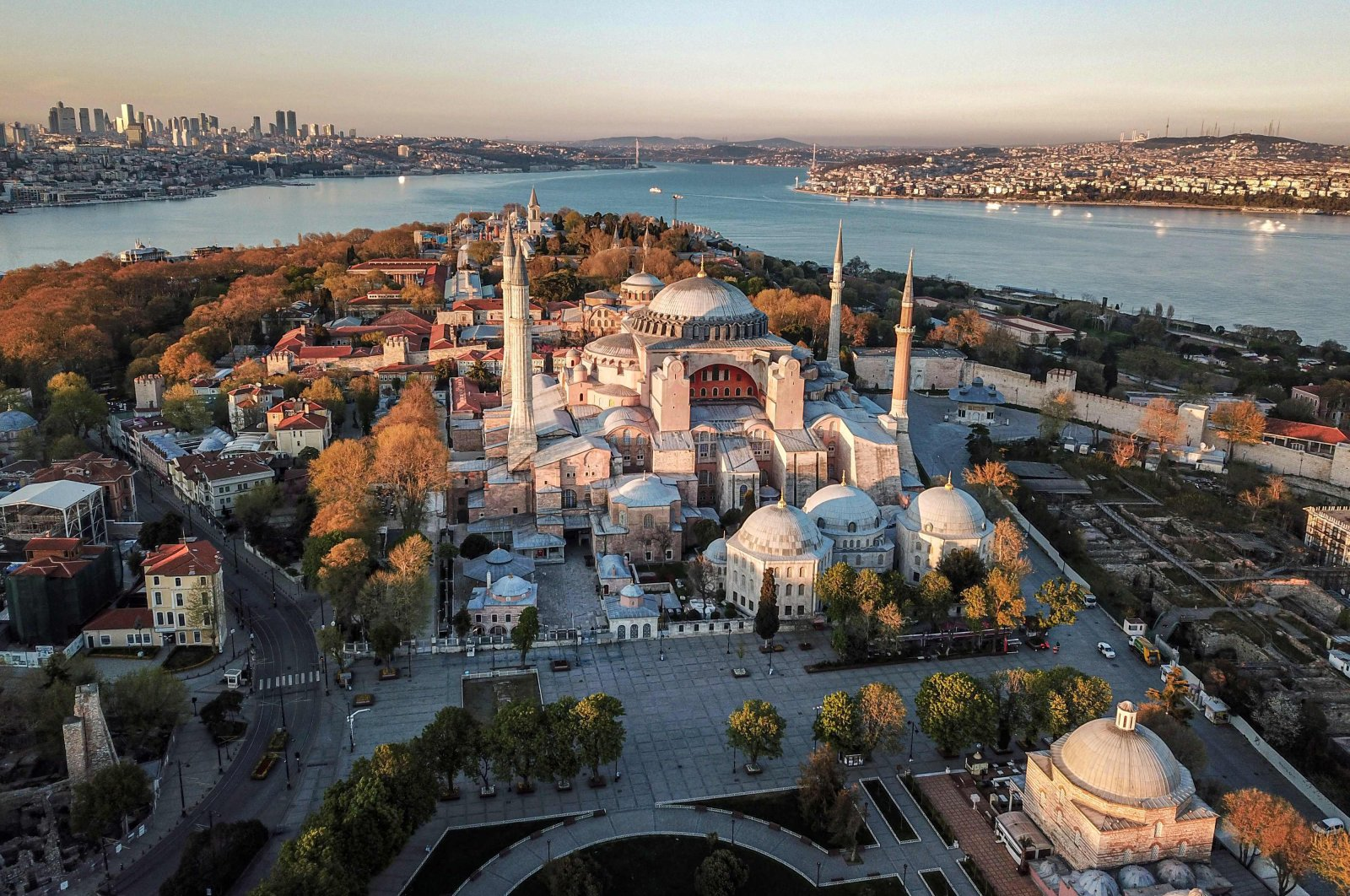 This aerial picture taken on April 25, 2020 shows the Hagia Sophia museum in Istanbul, as Turkish government announced a four-day curfew to prevent the spread of the COVID-19. (AFP Photo)