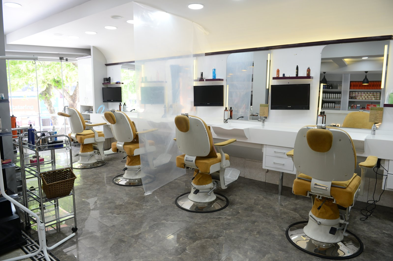 An empty barbershop in Istanbul. Barbershops in Turkey are seeing a surge in appointments as they are set to open on May 11. (AA Photo)