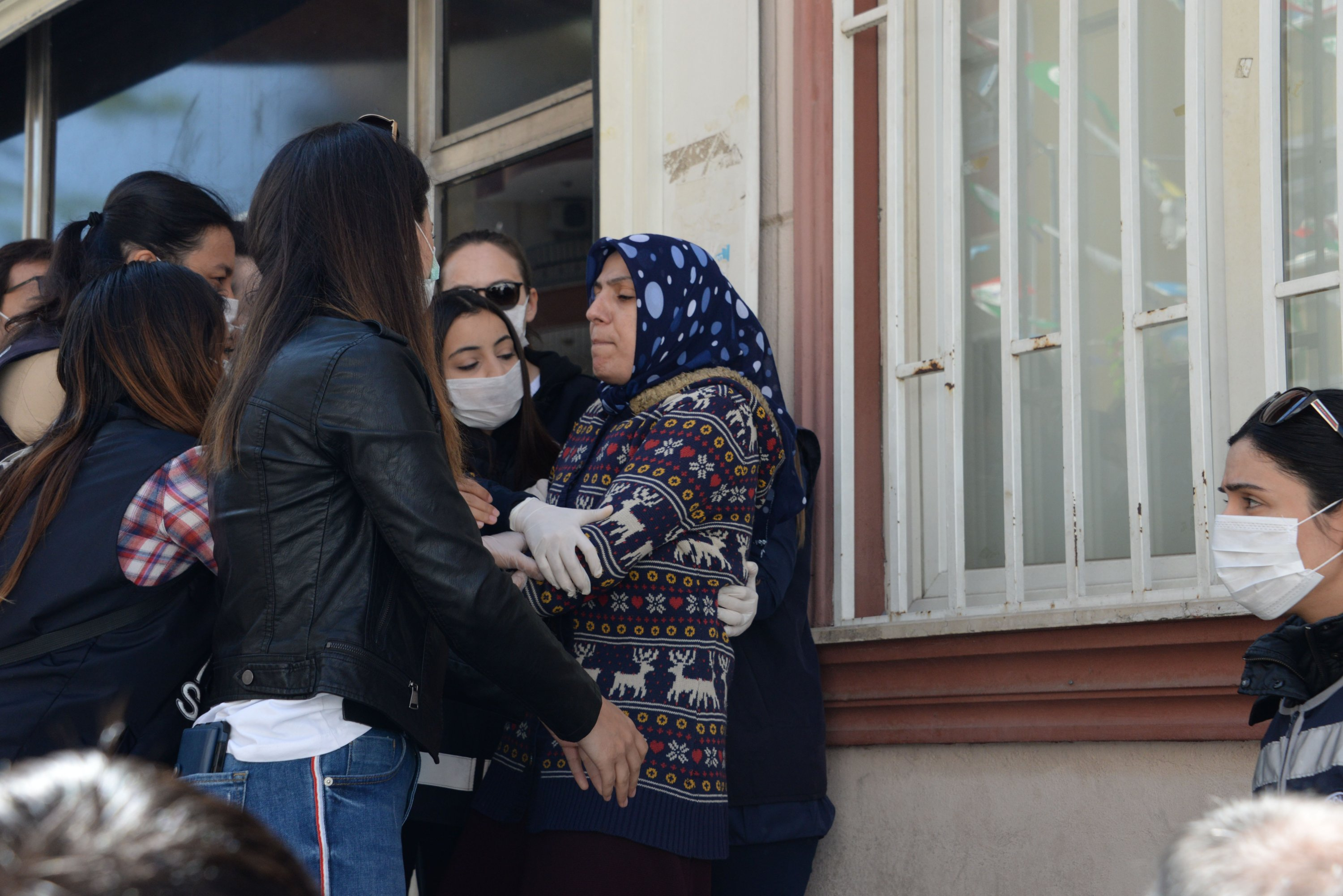 Ayşegül Biçer's, whose son has been kidnapped by the PKK 18 months ago, attempt to enter the HDP building in seek of her child, was prevented by security forces, Diyarbakır, May 7, 2020. (DHA)