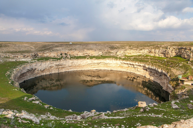 Kızören Obruğu (pothole) located right next to Obruk Han.