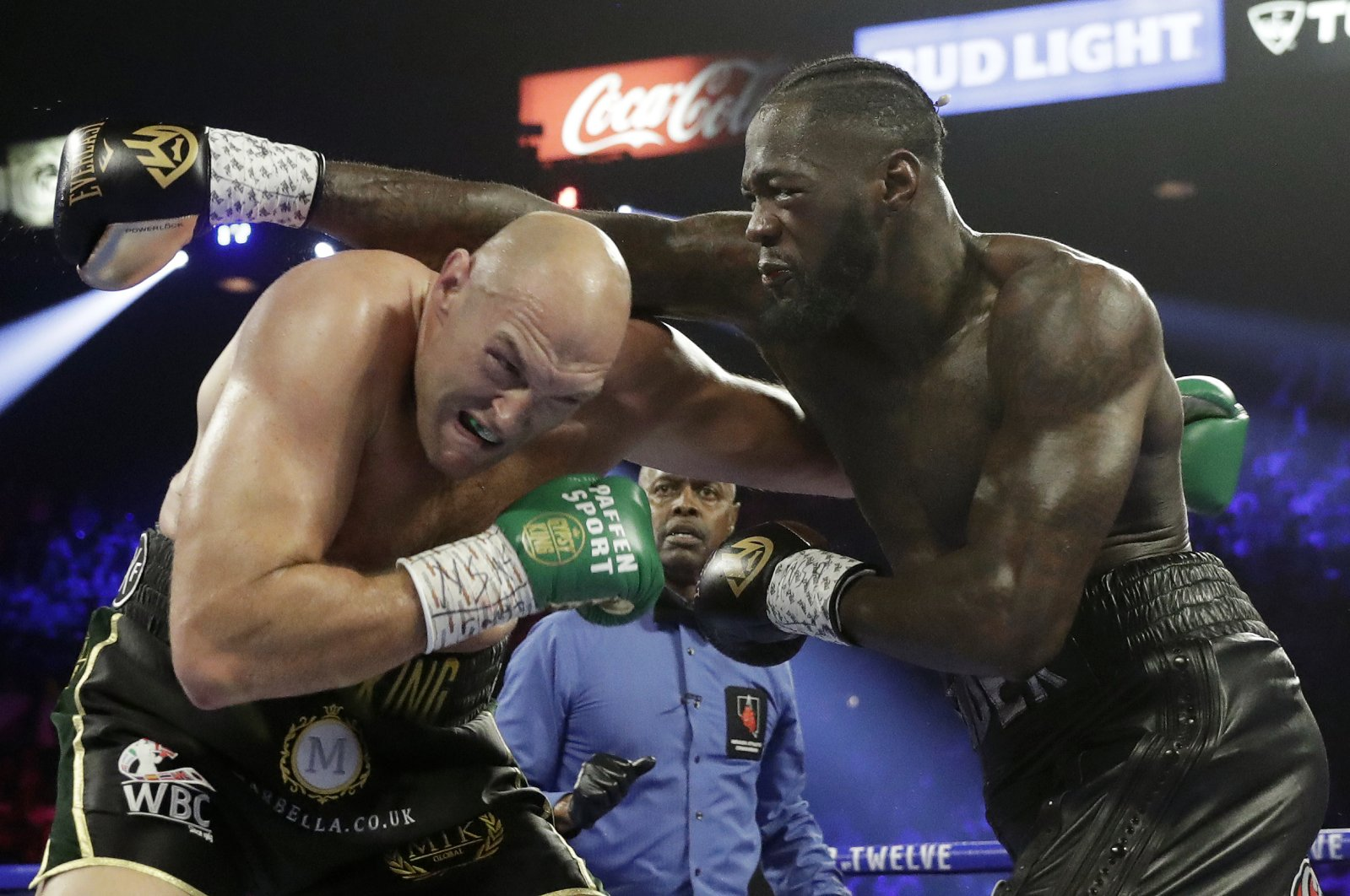 Tyson Fury (L) fights Deontay Wilder during a WBC boxing match in Las Vegas, Feb. 22, 2020. (AP Photo)