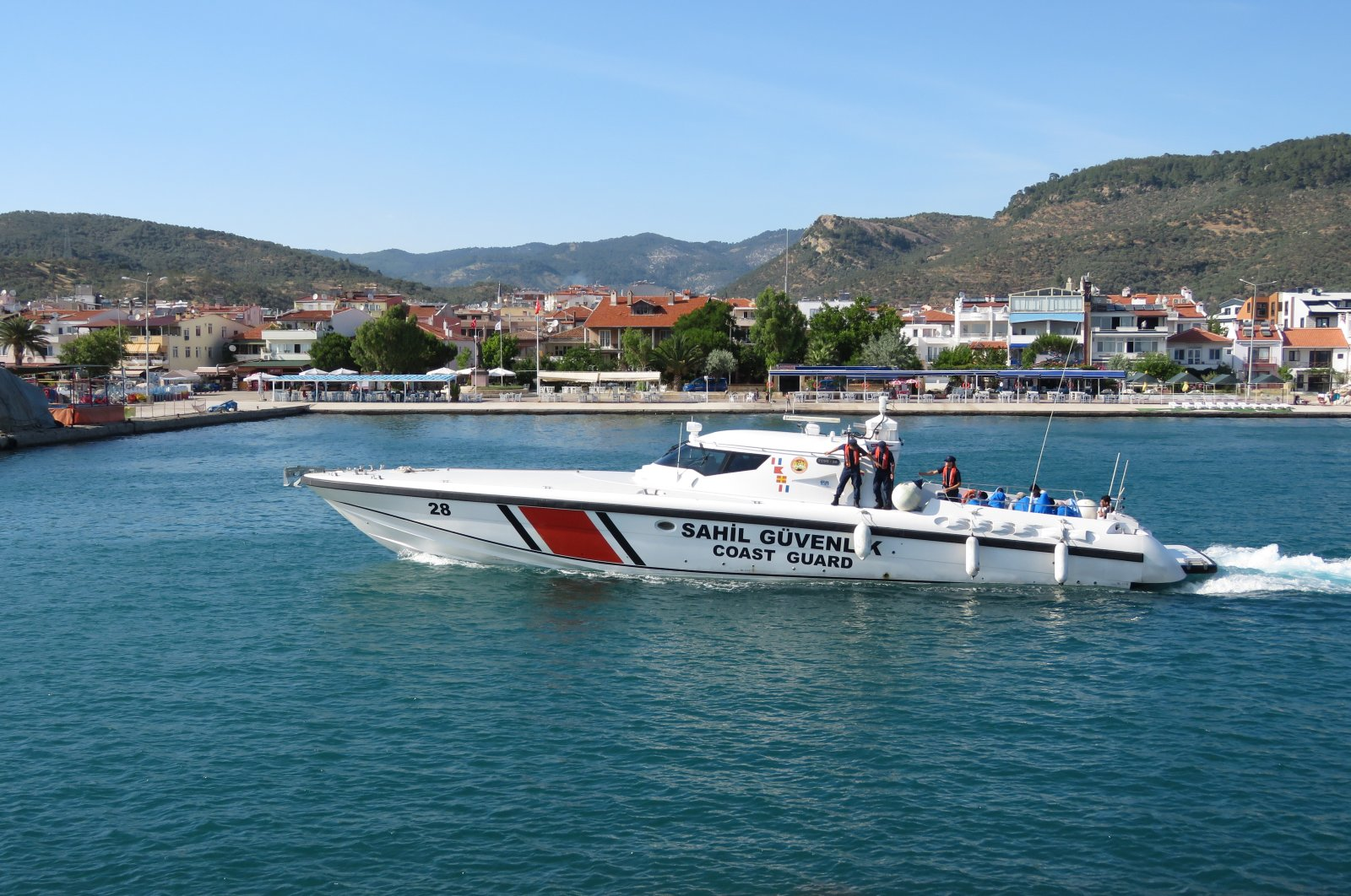 Turkish security guards rescued nearly 170 asylum-seekers off the Aegean coast in the last two months. (AA Photo)